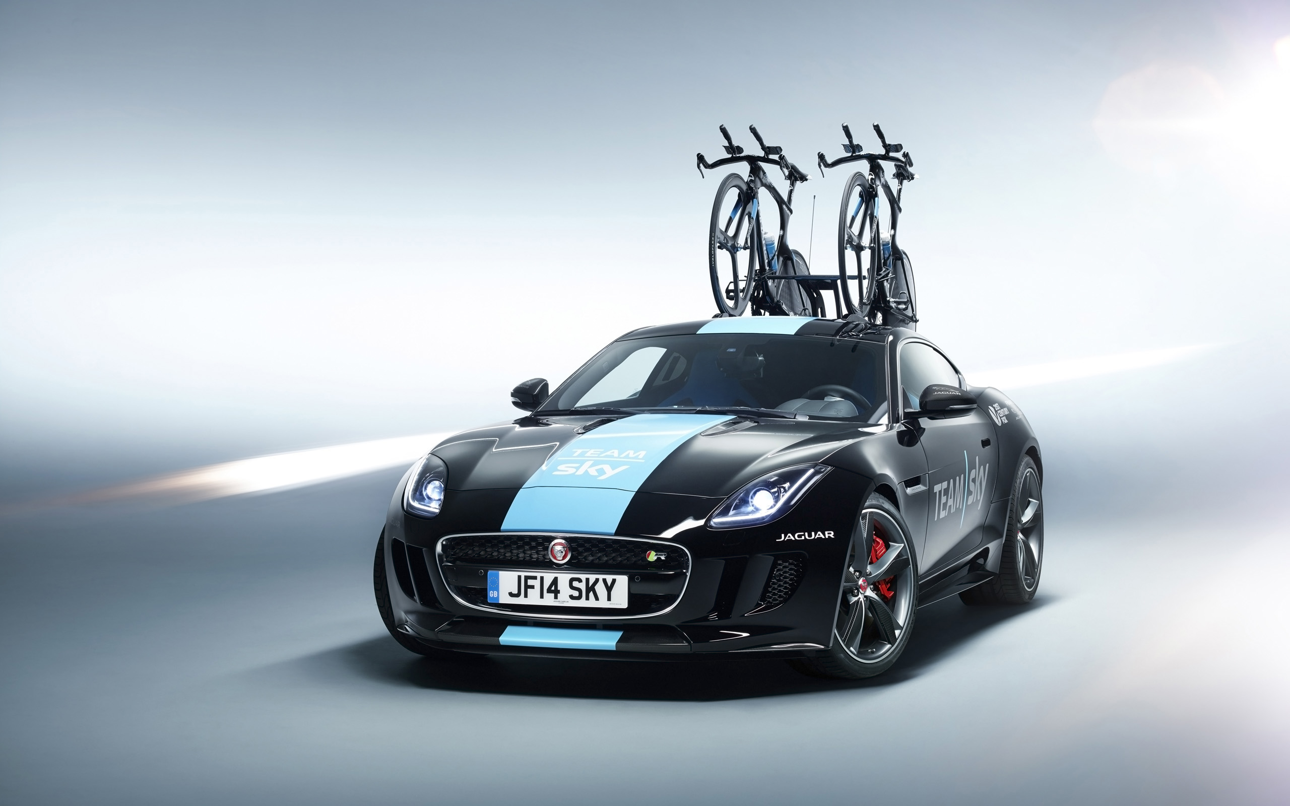 Jaguar F Type Coupe Tour de France 2014