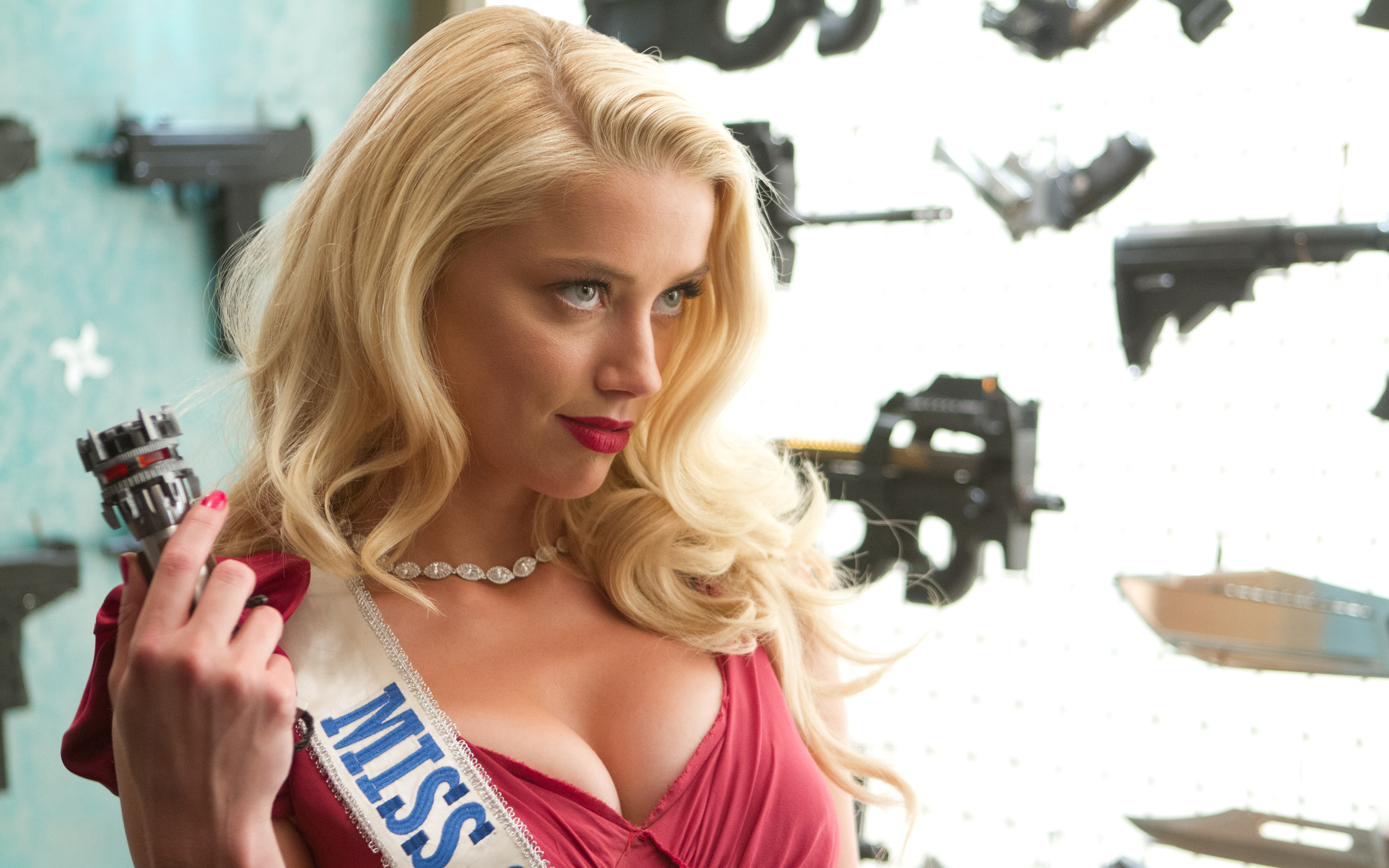 Amber Heard in Machete Kills 272.52 Kb