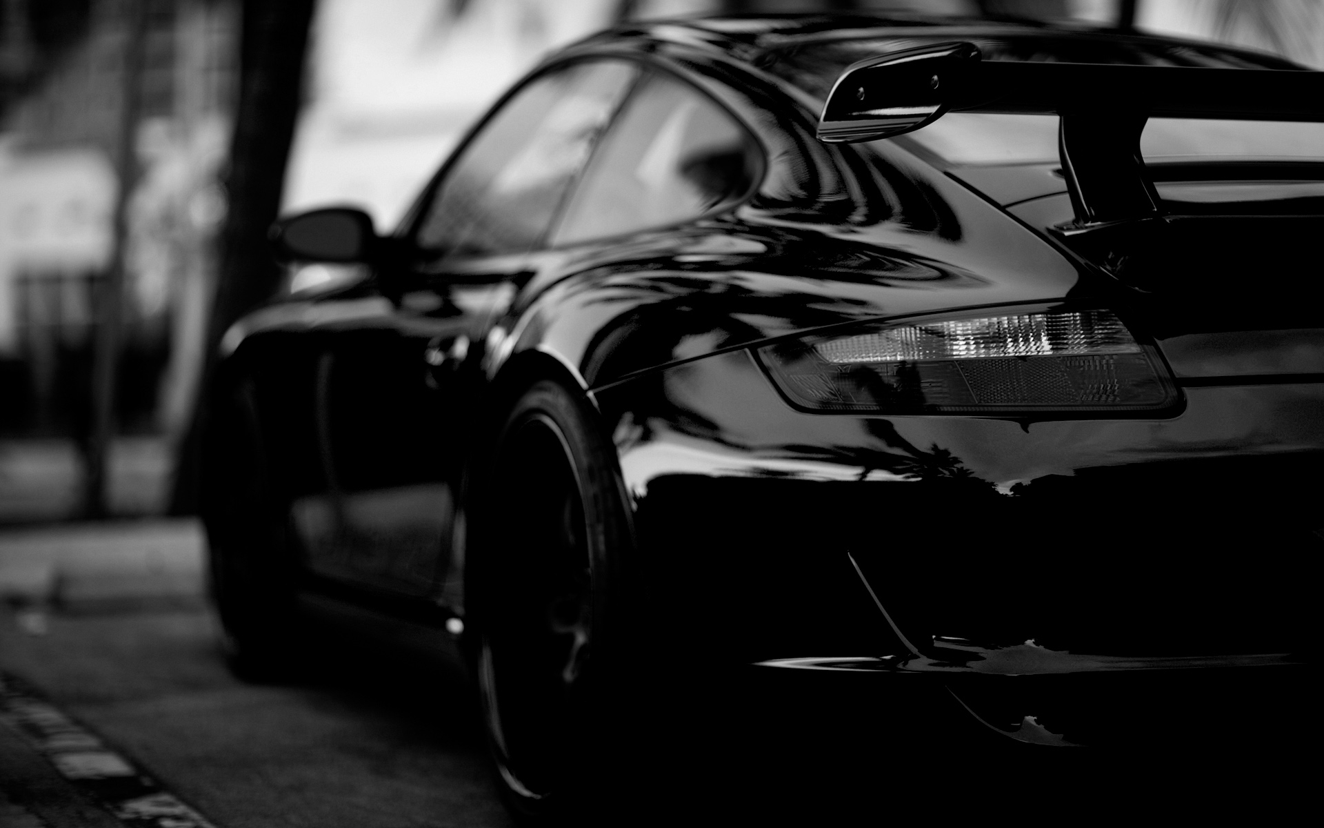 Porsche in Black 242.79 Kb
