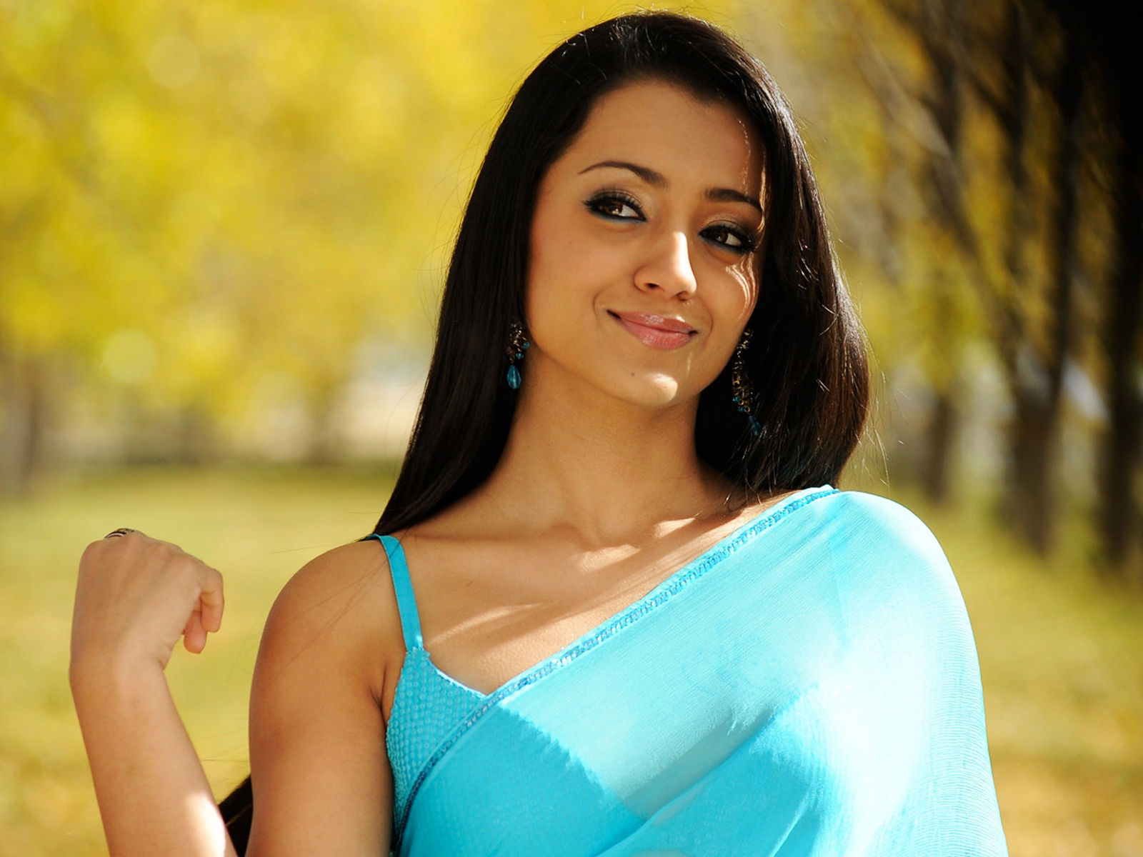 Trisha in Bodyguard 543.93 Kb