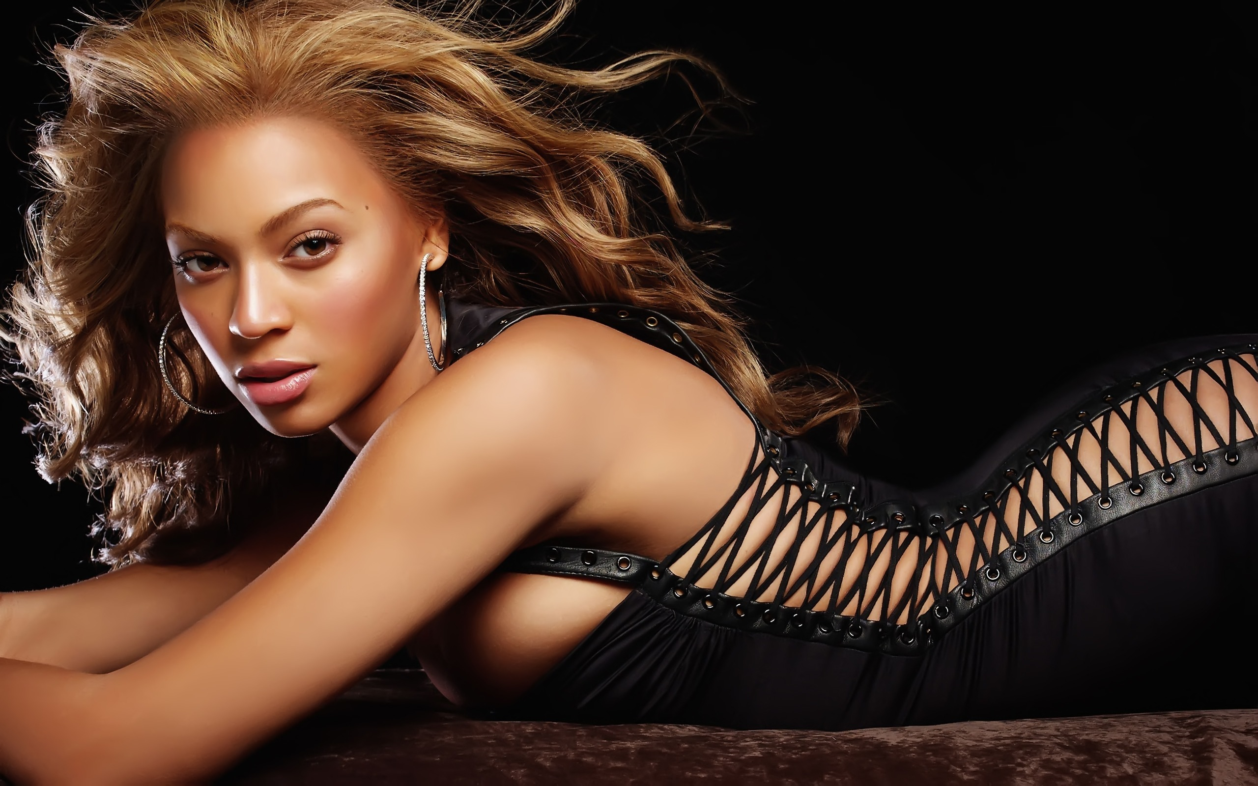 Beyonce Knowles 41 320.88 Kb