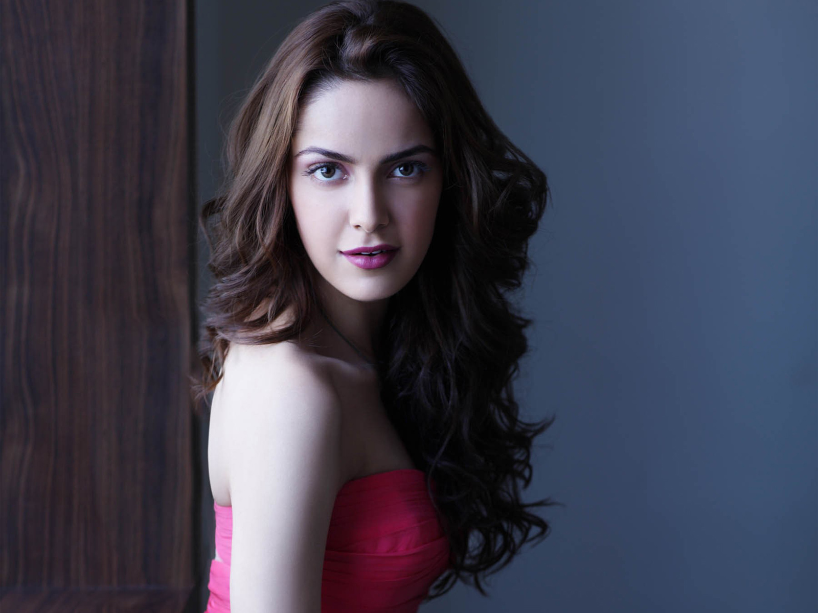 Indian Actress Shazahn Padamsee 130.84 Kb
