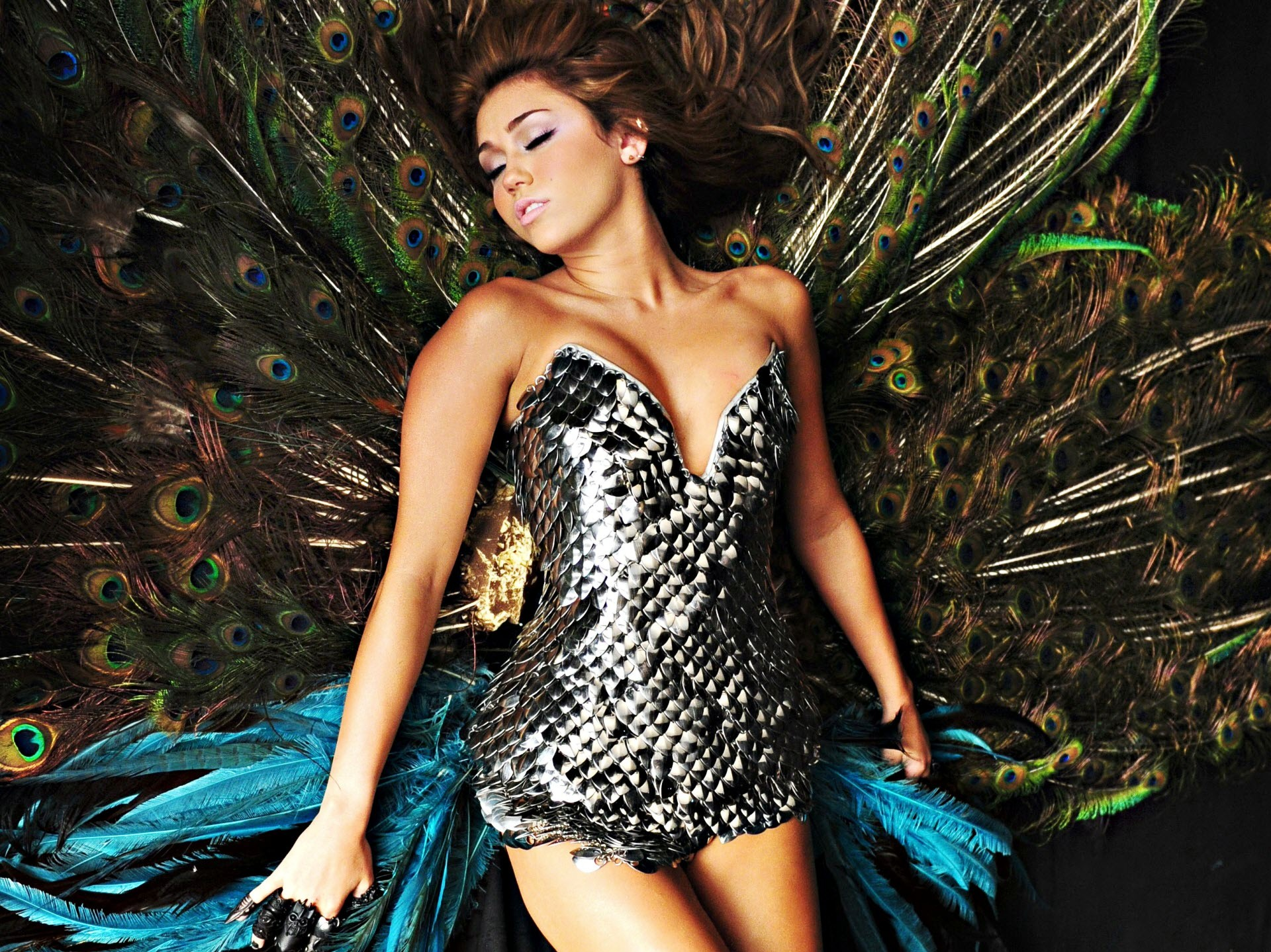 Miley Cyrus Can't Be Tamed Promo