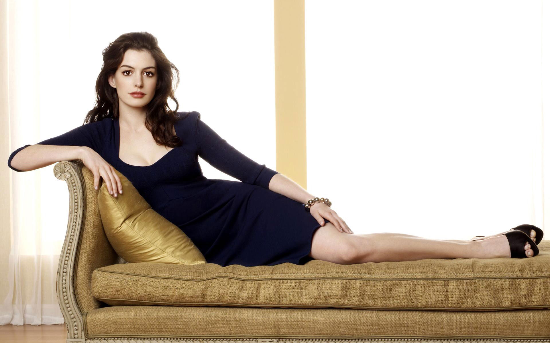 Bride Wars Actress Anne Hathaway 403.78 Kb