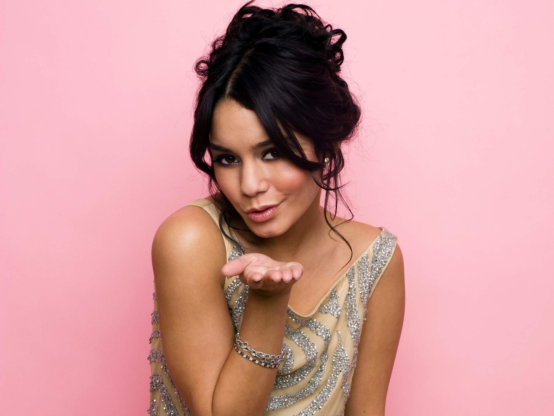 High School Musical Girl Vanessa Anne Hudgens 243.72 Kb