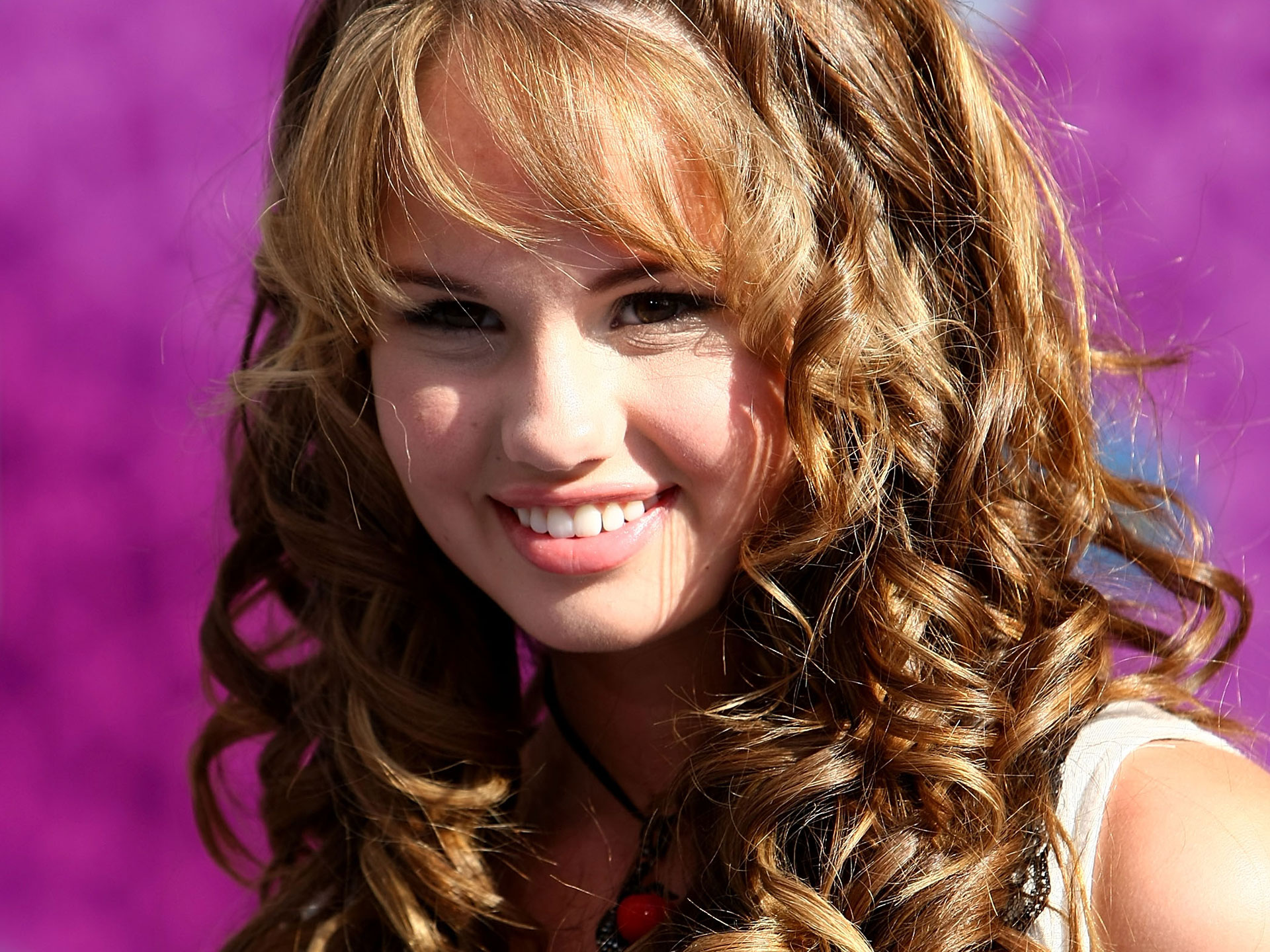 Cute Girl Debby Ryan 400.46 Kb