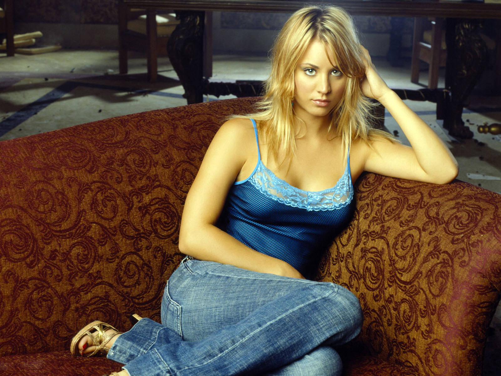Kaley Cuoco 145.44 Kb
