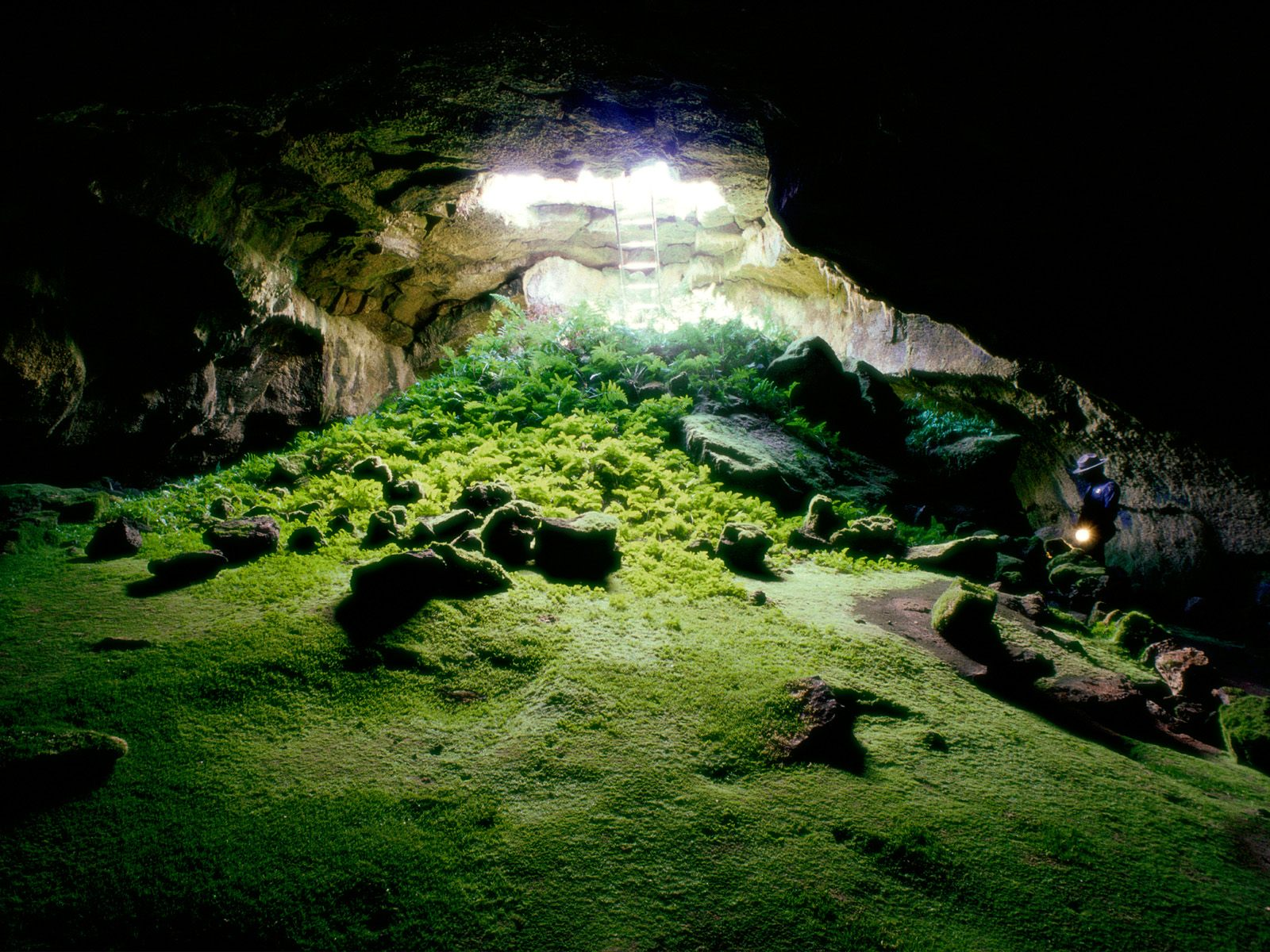 Lava Tube Cave, Lava Beds National Monument 620.38 Kb