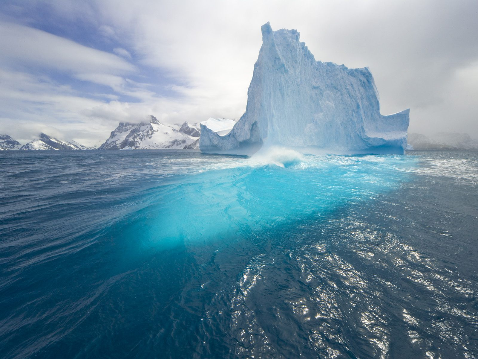 Blue Tall Iceberg 1536.49 Kb