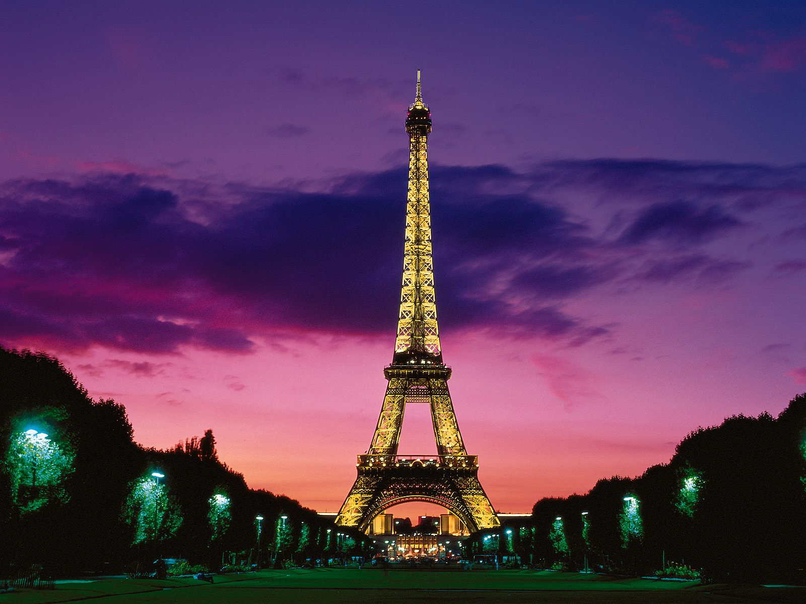 Eiffel Tower at Night Paris France 316.88 Kb