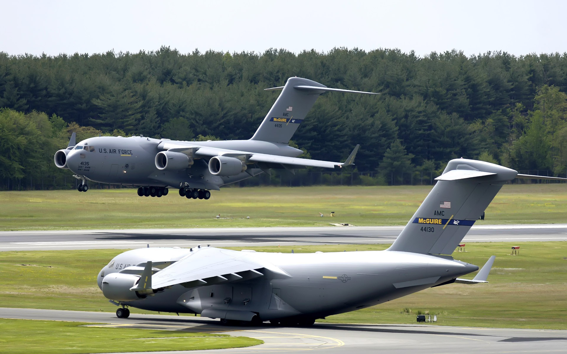 C 17 Globemaster III at McGuire Air Force Base 260.2 Kb