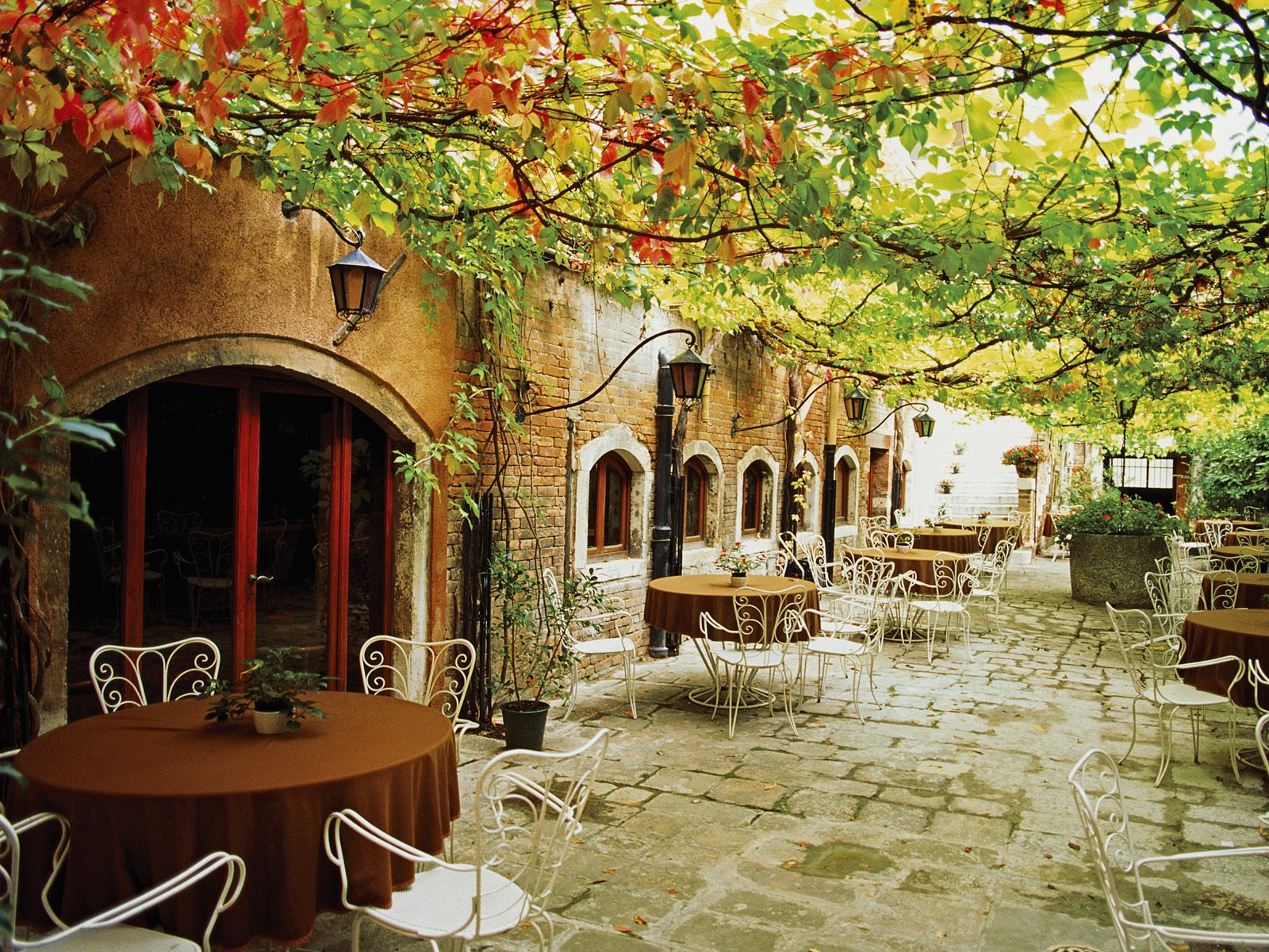 Dining Alfresco Venice  Italy 904.29 Kb