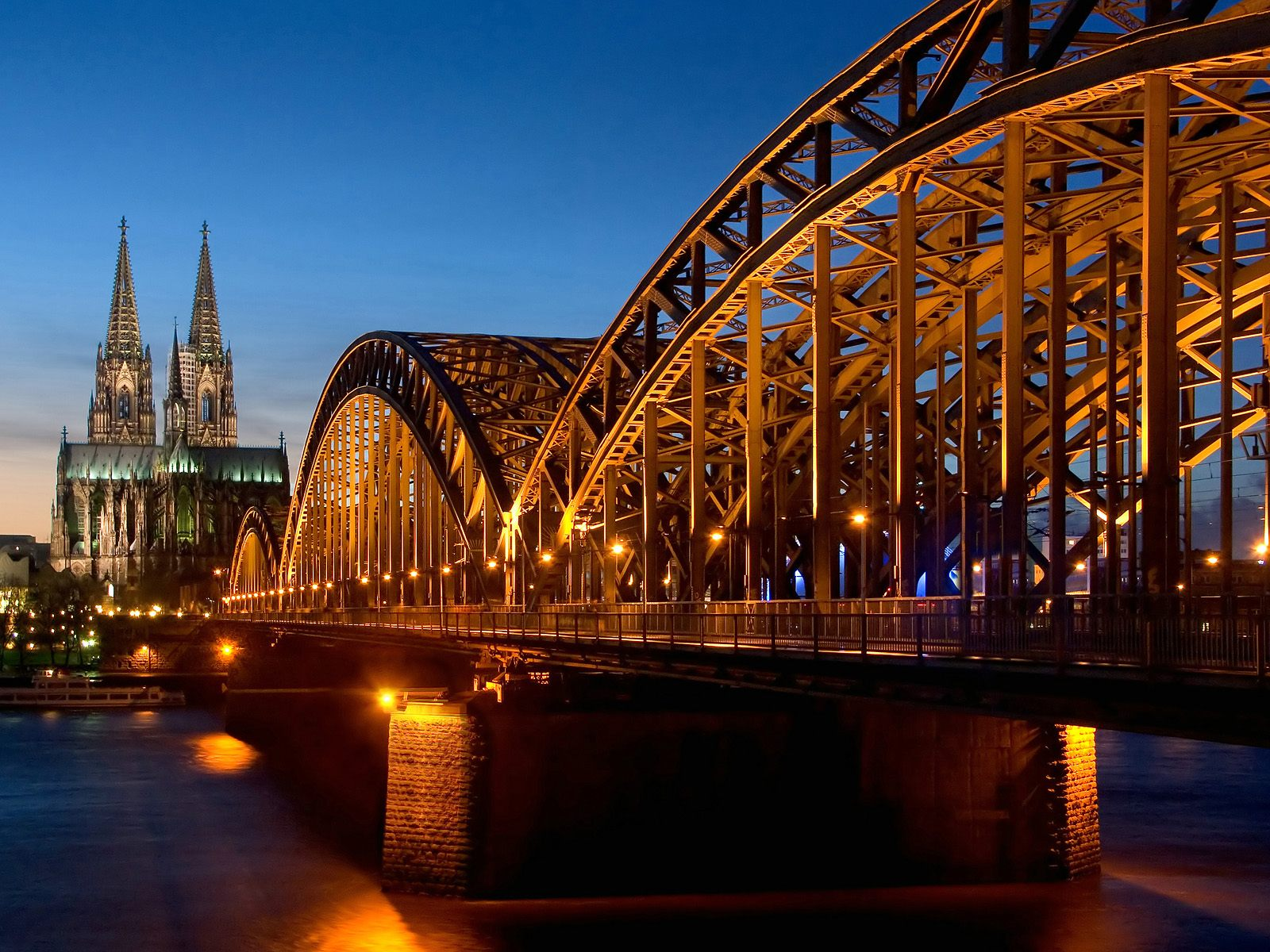 Cathedral Hohenzollern Bridge Germany 373.41 Kb