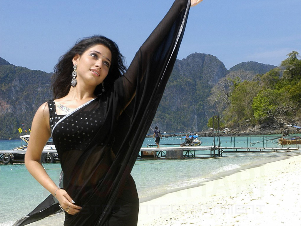 Tamanna Beautiful in Black Saree