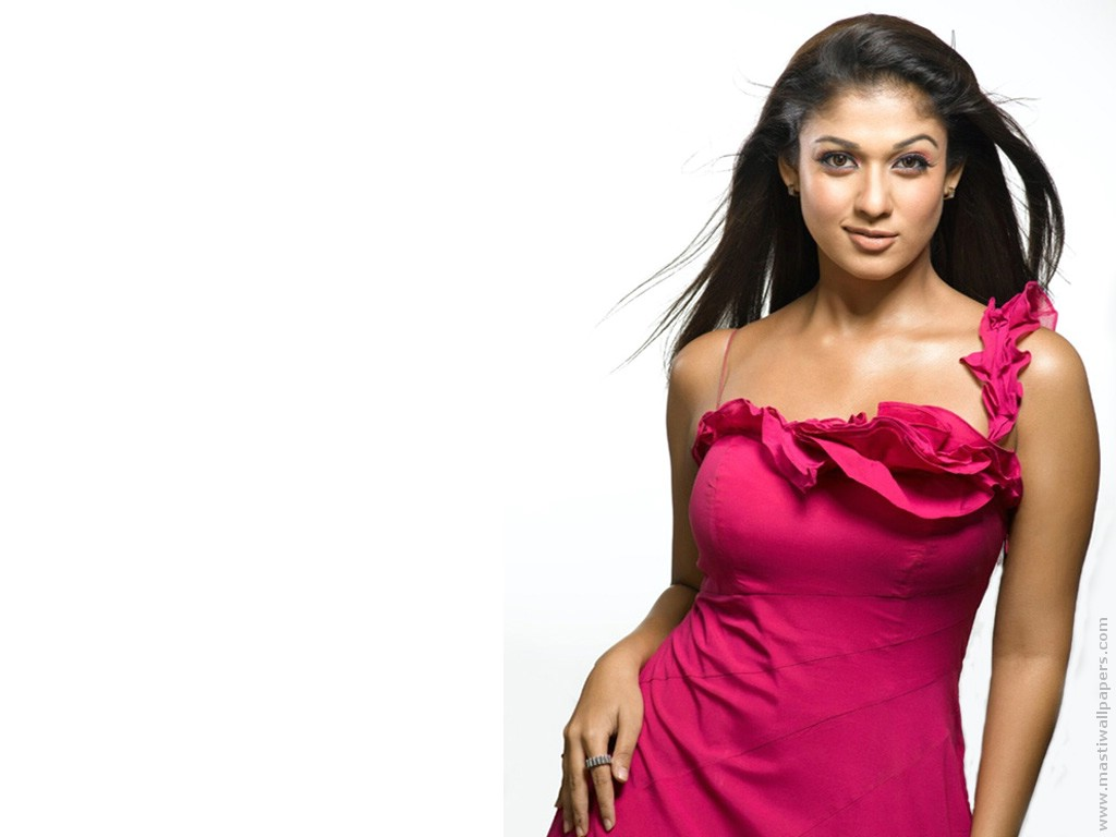 Nayanatara High Quality in Red 182.97 Kb
