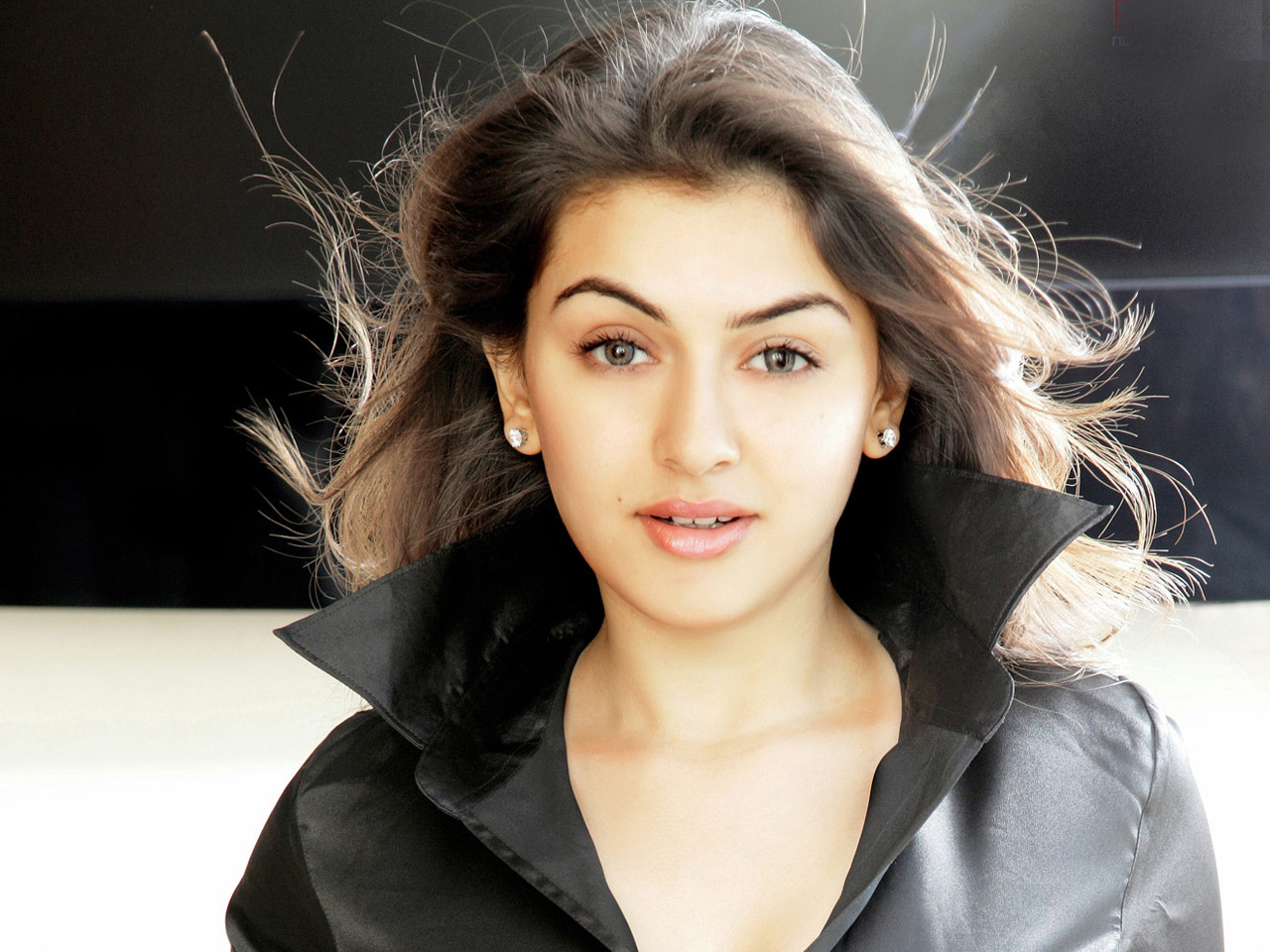 Hansika Beauty 1271.38 Kb