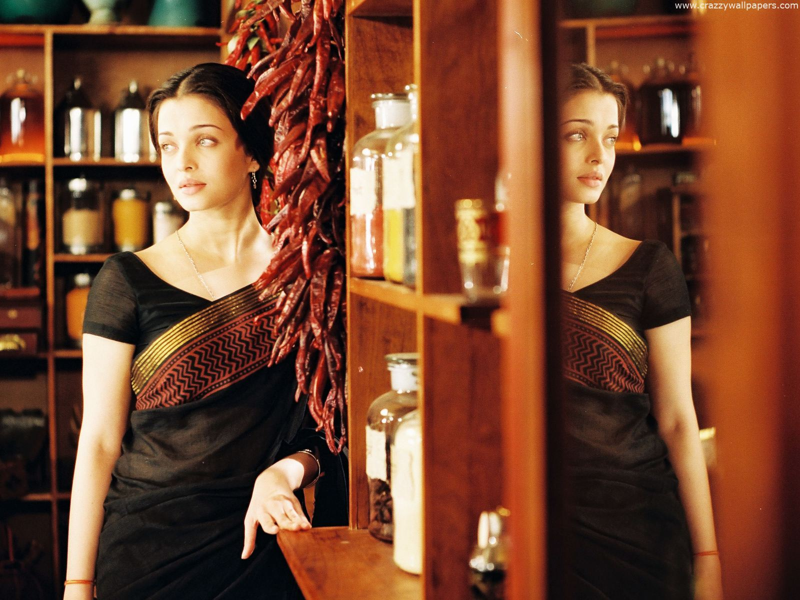 Aishwarya rai homely saree 173.54 Kb