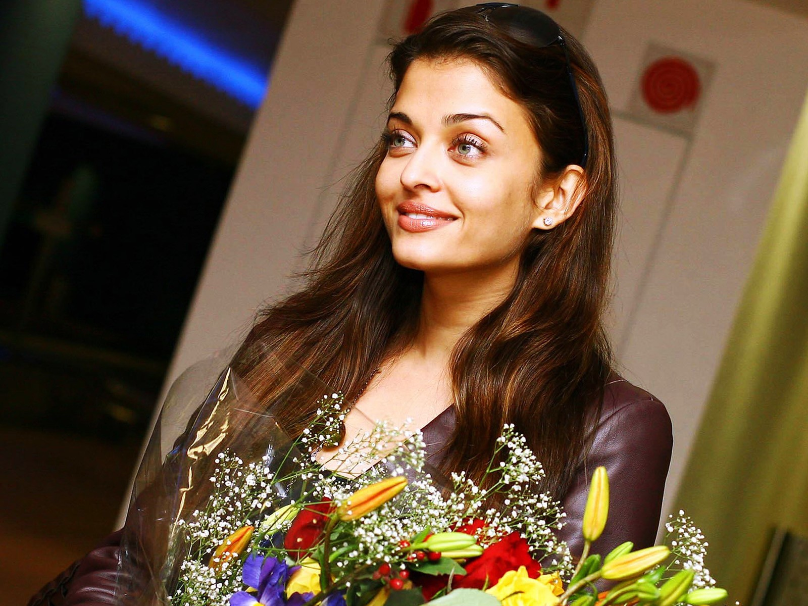 Aishwarya Rai Beauty in flowers