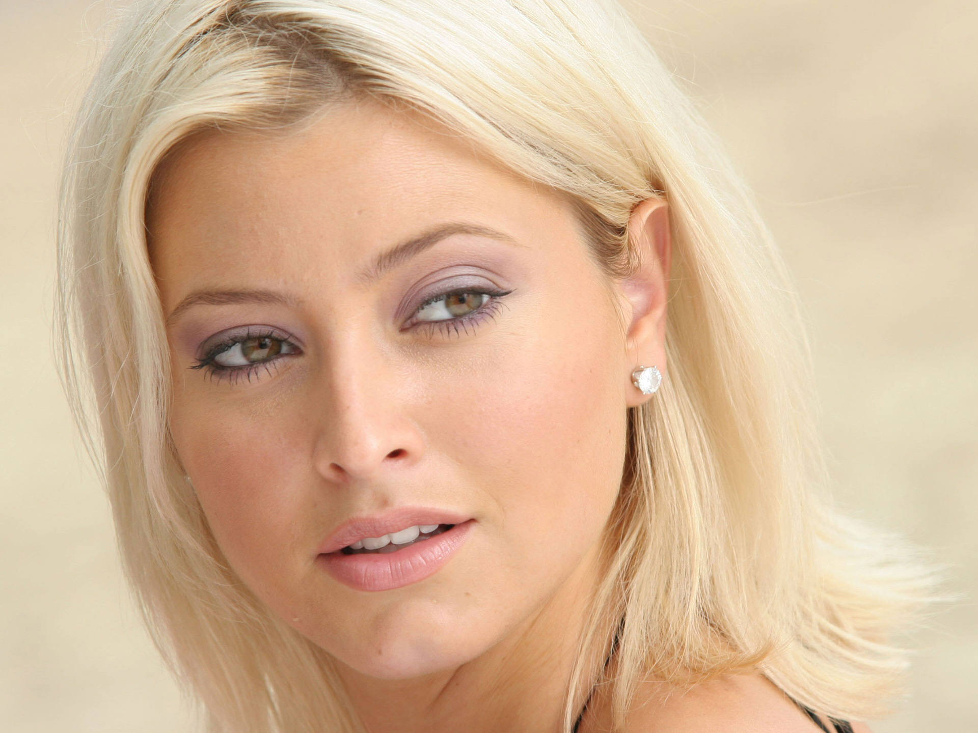 Holly Valance (144)