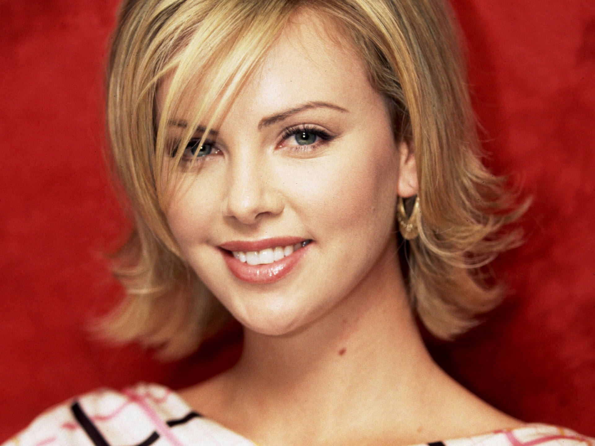 Charlize Theron (37) 790.57 Kb