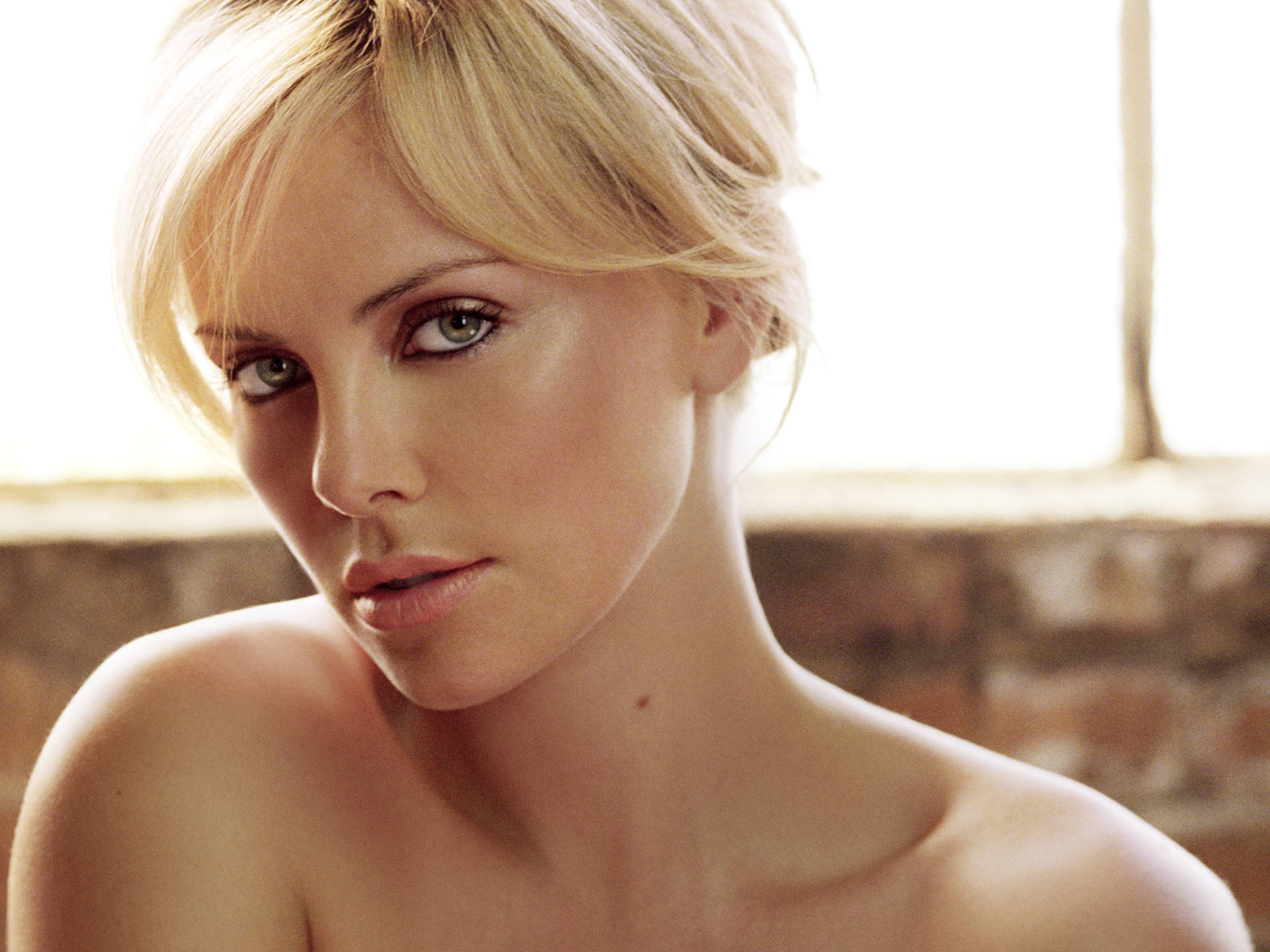 Charlize Theron (42) 790.57 Kb