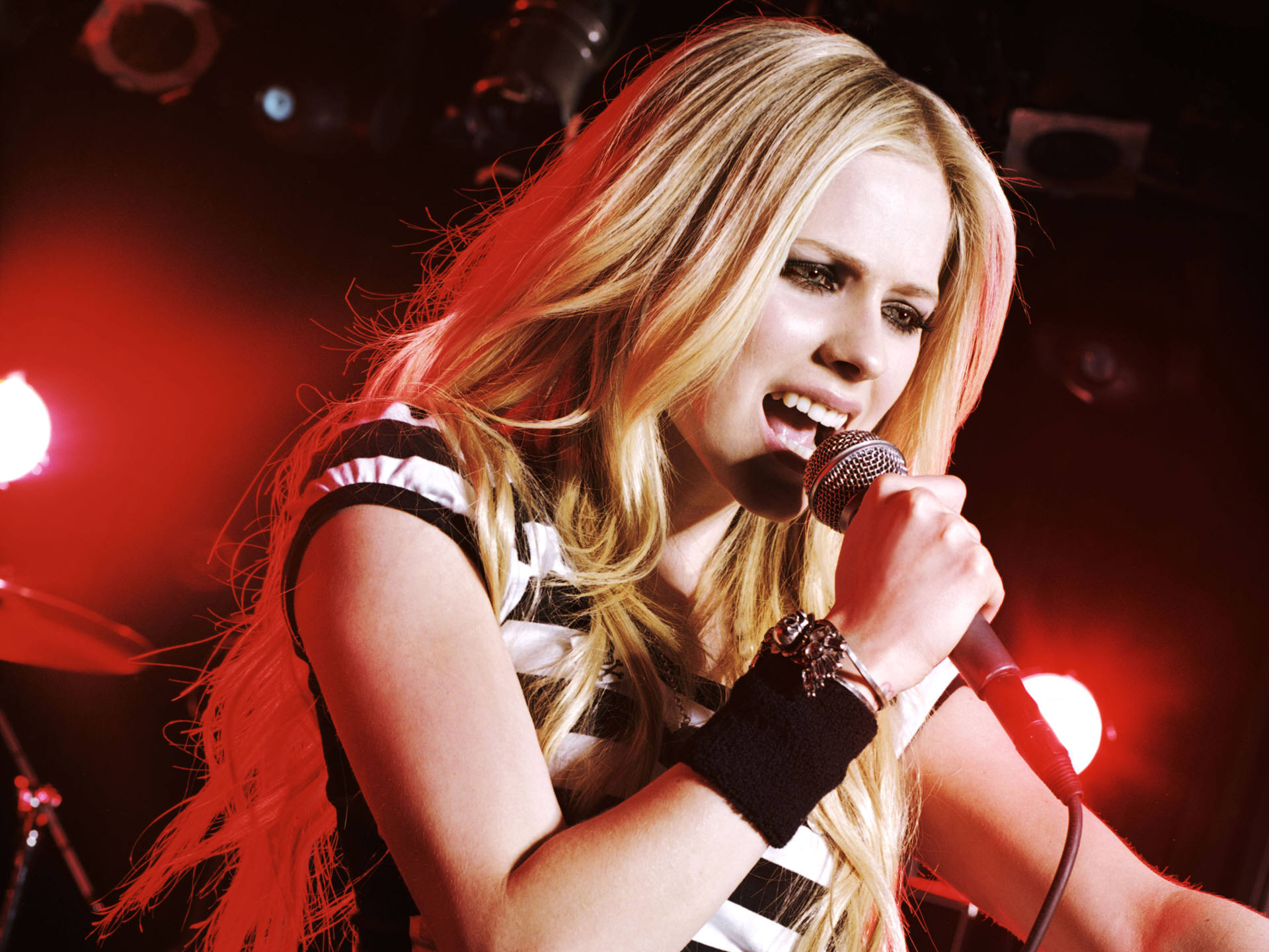 Avril Lavigne Live HD (4) 662.52 Kb