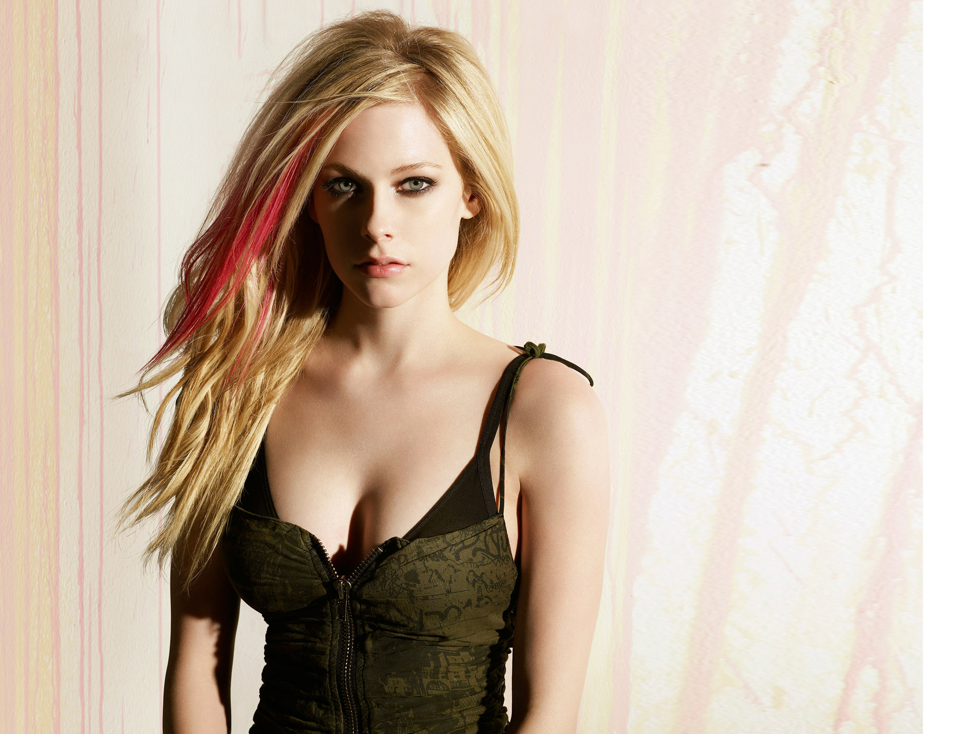 Avril Lavigne 511 218.59 Kb