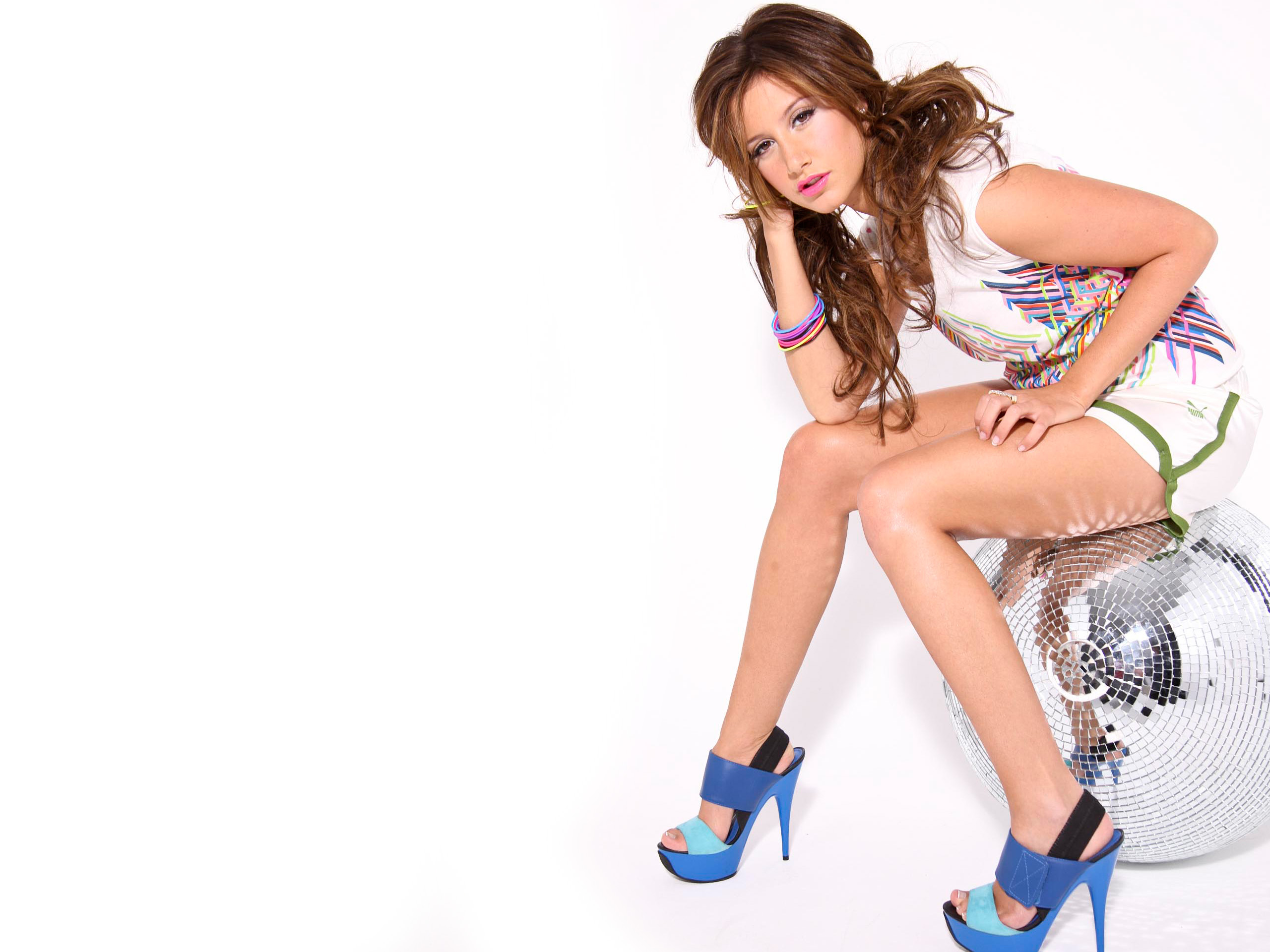 Ashley Tisdale 3 584.38 Kb
