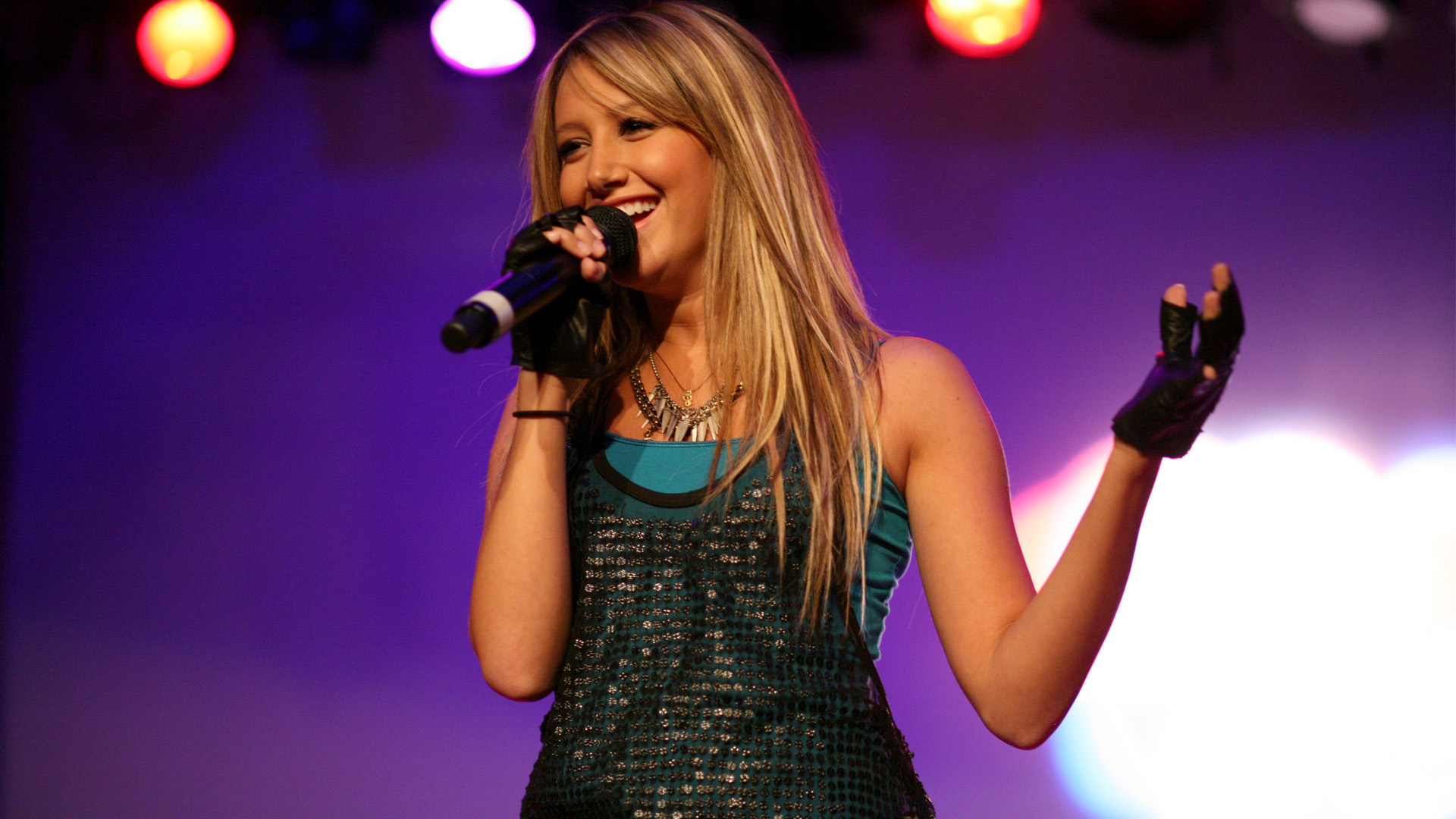 Ashley Tisdale Singing HDTV