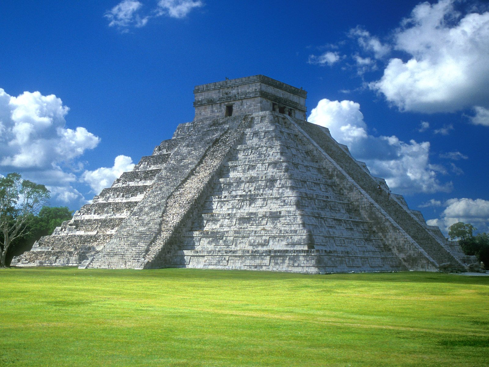 Pyramid of Mexico 362.4 Kb