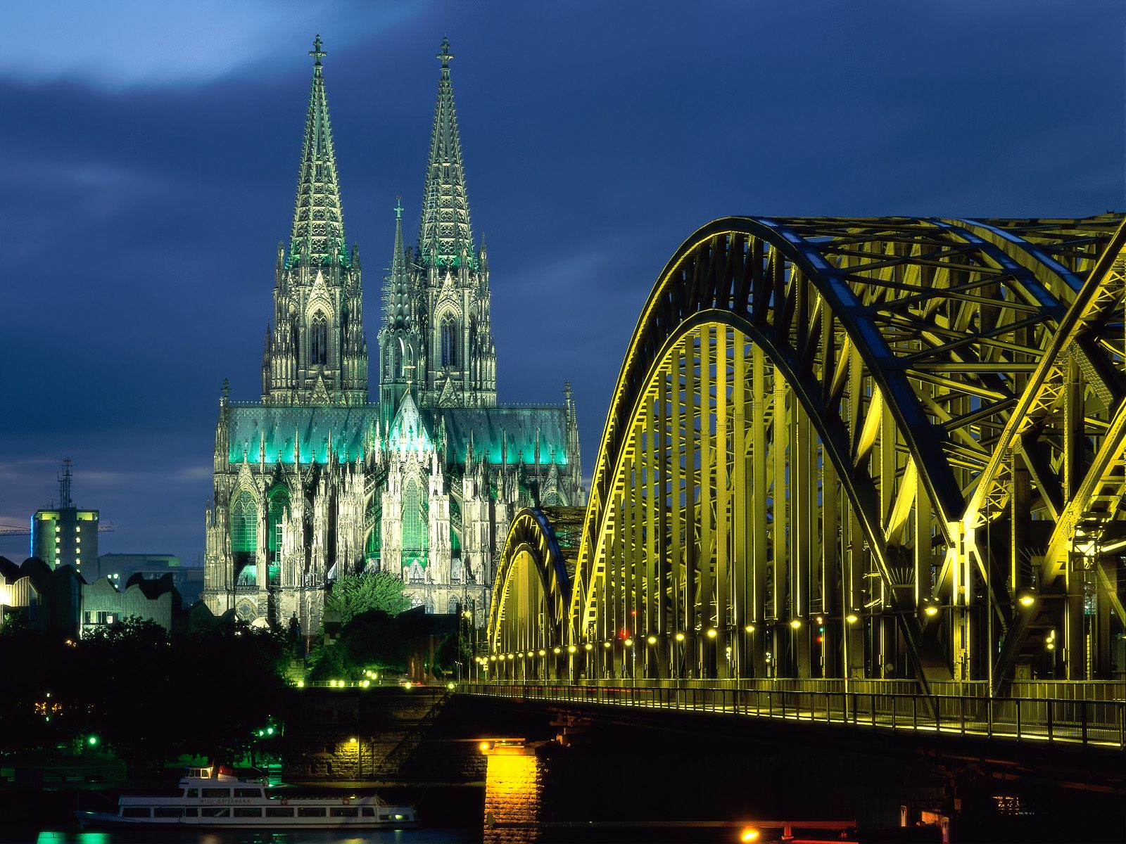 Cologne Cathedral and Hohenzollern Bridge Germany 361.59 Kb