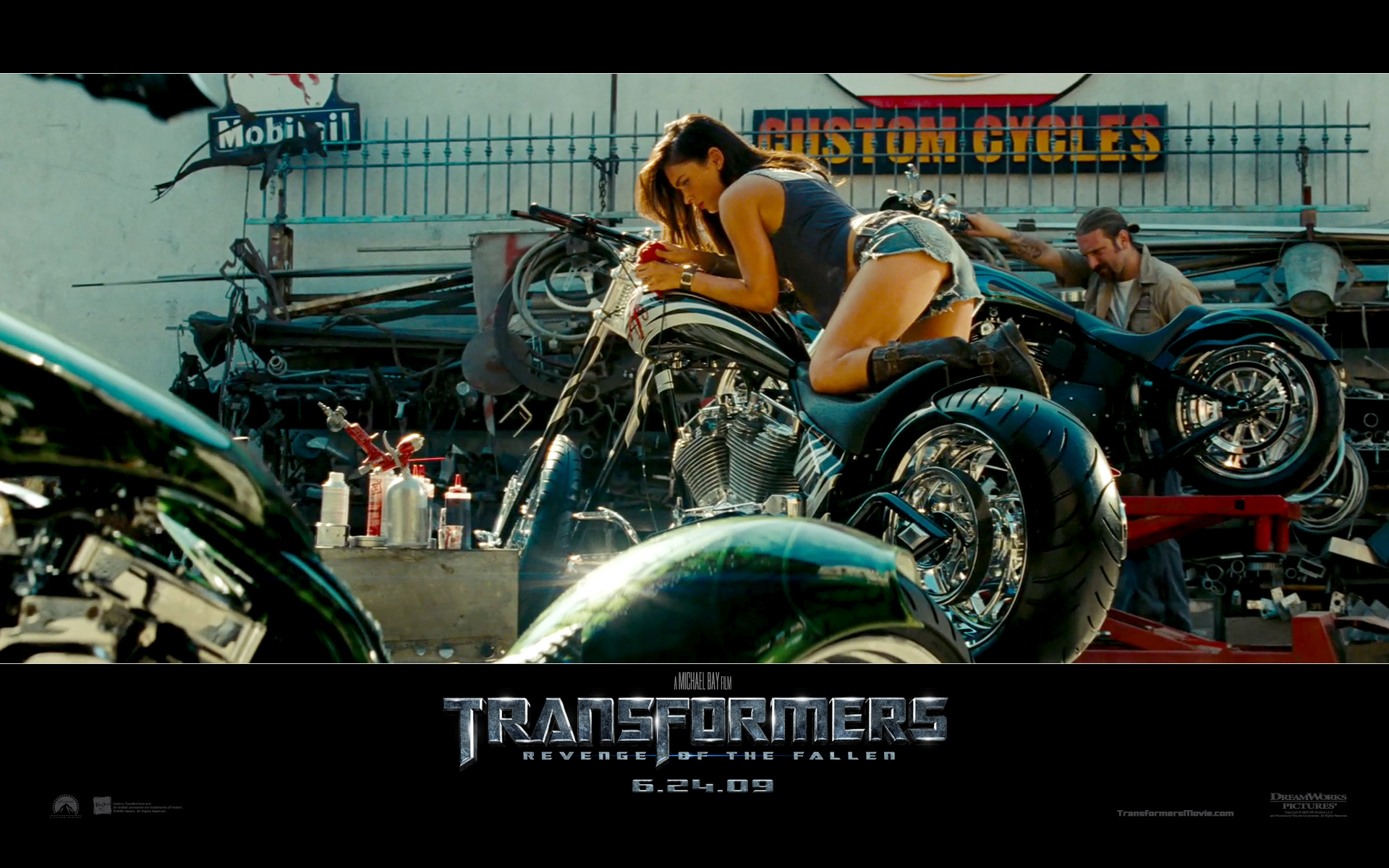 Megan Fox Transformers 2 Still 593.38 Kb