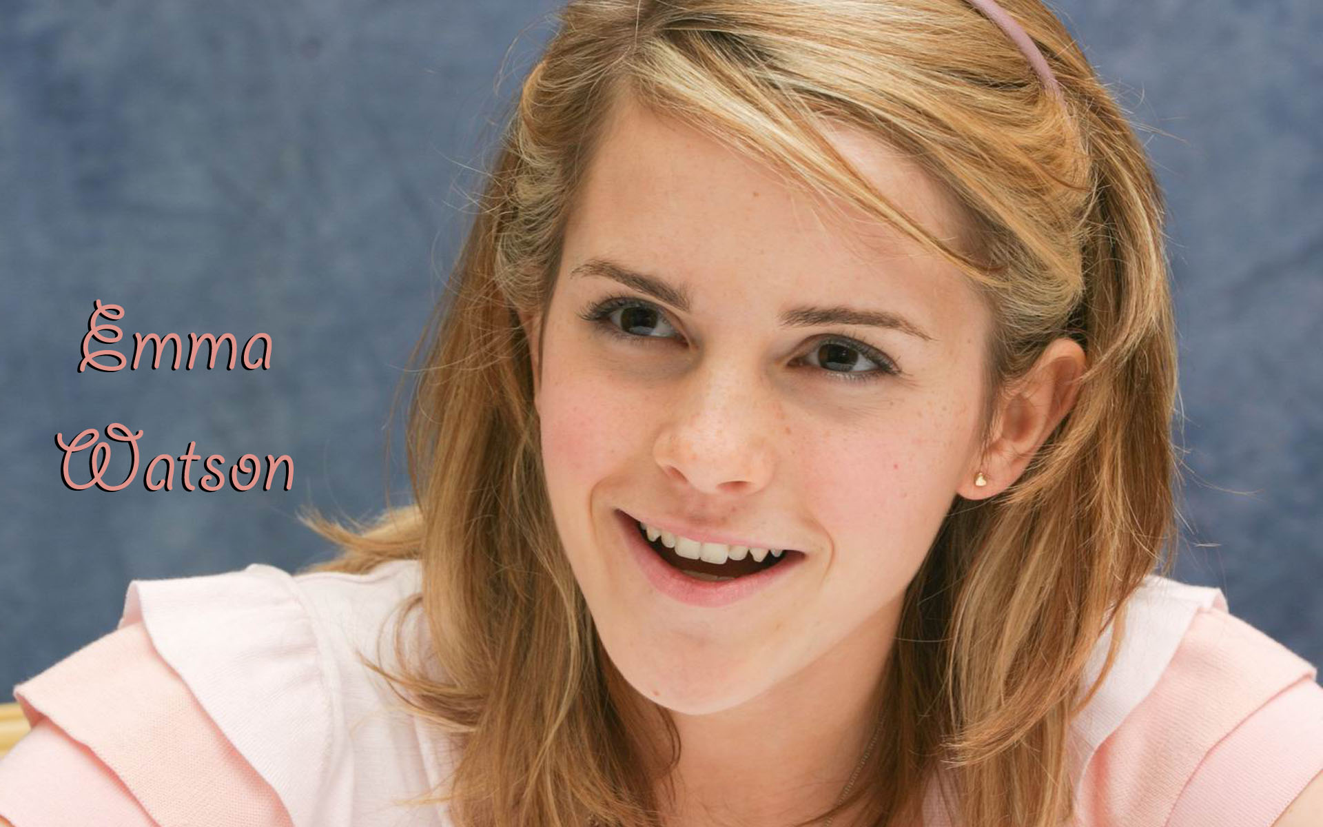 Emma Watson High Quality HD Wide 493.47 Kb
