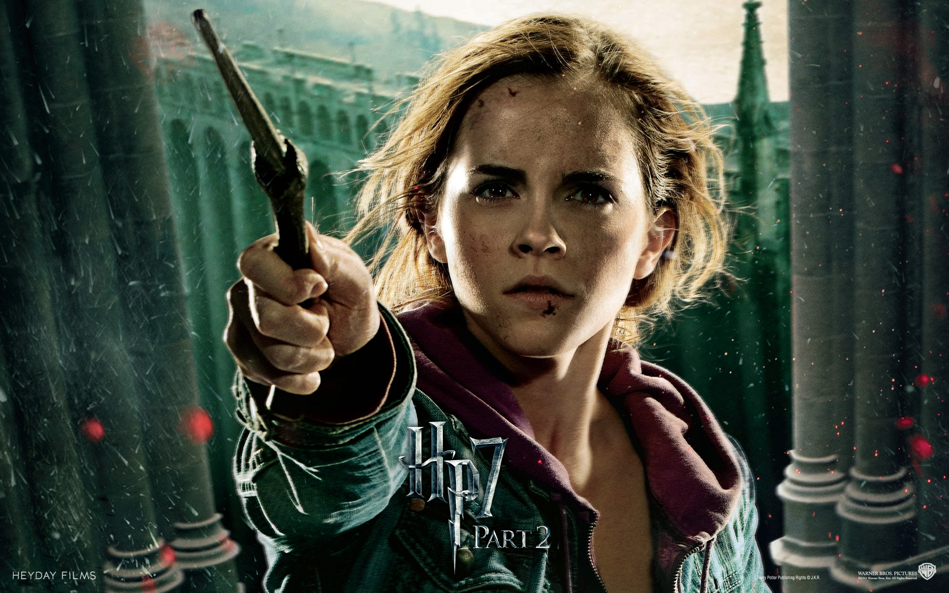 Emma Watson  in Harry Potter and The Deathly Hallows Part 2 652.17 Kb