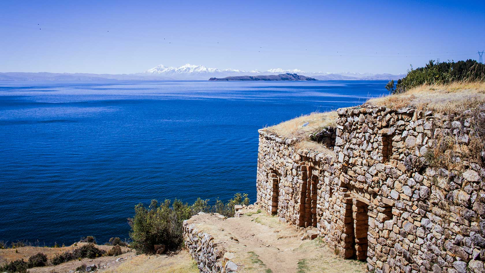 Fortress on the Сoast in Bolivia 109.21 Kb