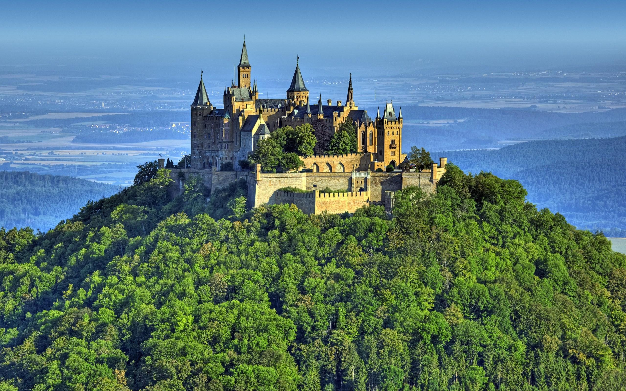 Hohenzollern Castle on the Hill in Germany 233.96 Kb