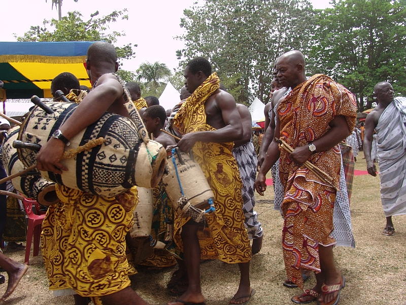 Ghana Inhabitants in National Clothes 109.49 Kb
