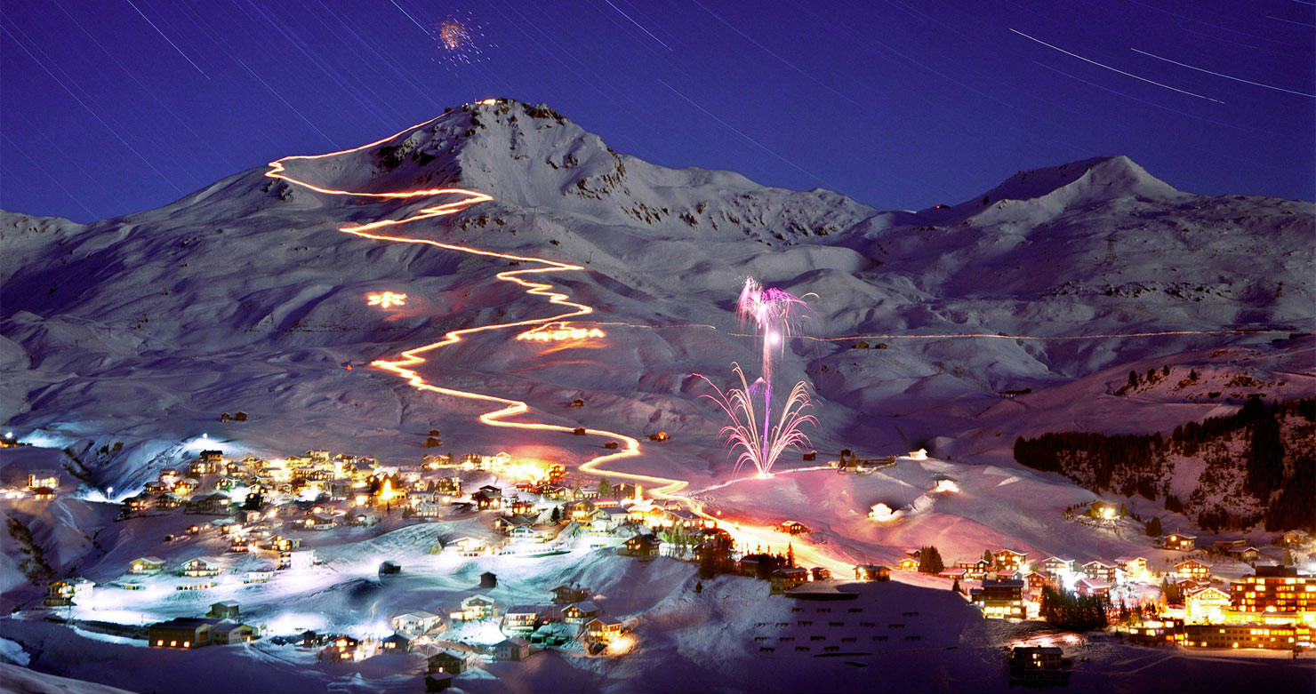 Illuminated Down-run and Firework in Switzerland 726.95 Kb