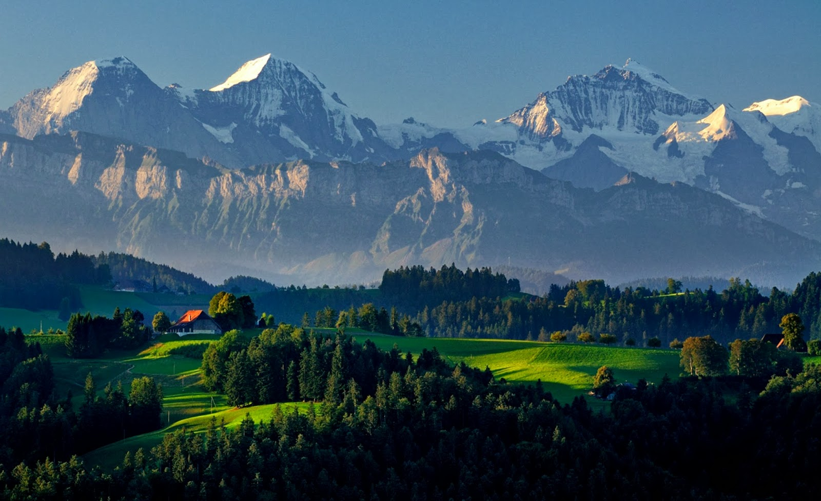Gorgeous Mountains and Green Valleys in Switzerland 657.94 Kb