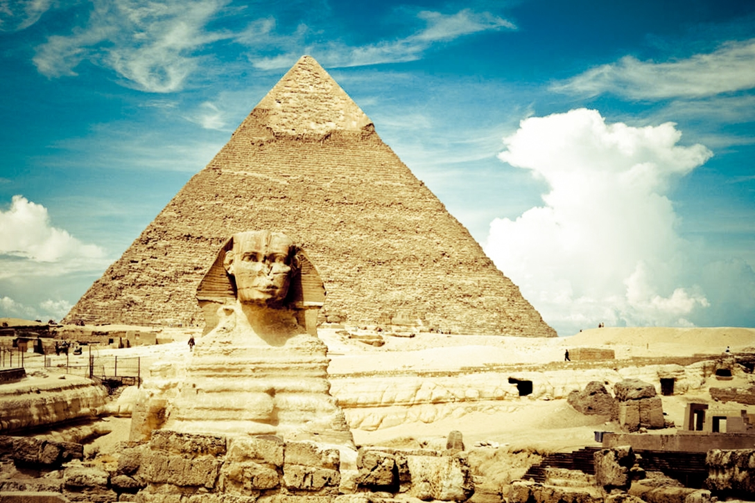 Egypt Wallpaper with Pyramid and Sphinx 254.96 Kb
