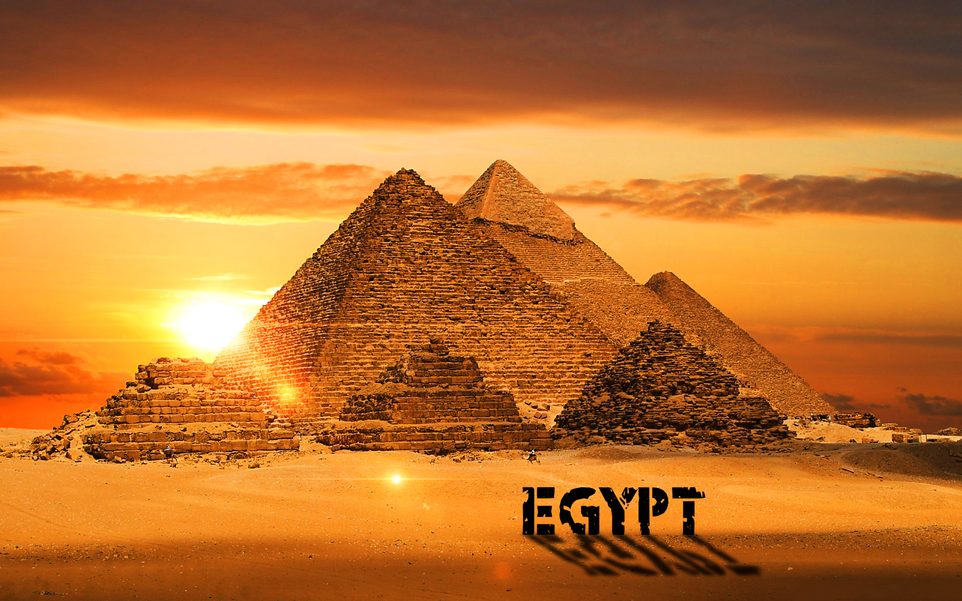 Sunset over Pyramids in Egypt 1698.98 Kb