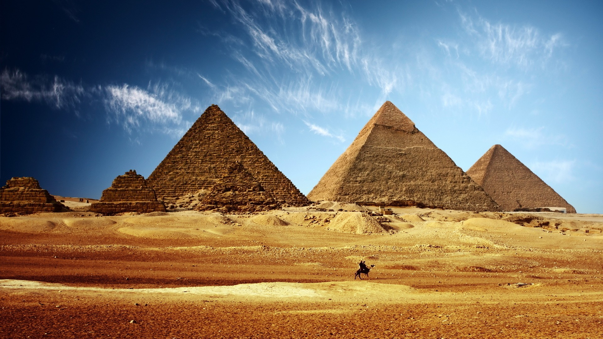 Pyramids in Egypt Desert 1698.98 Kb