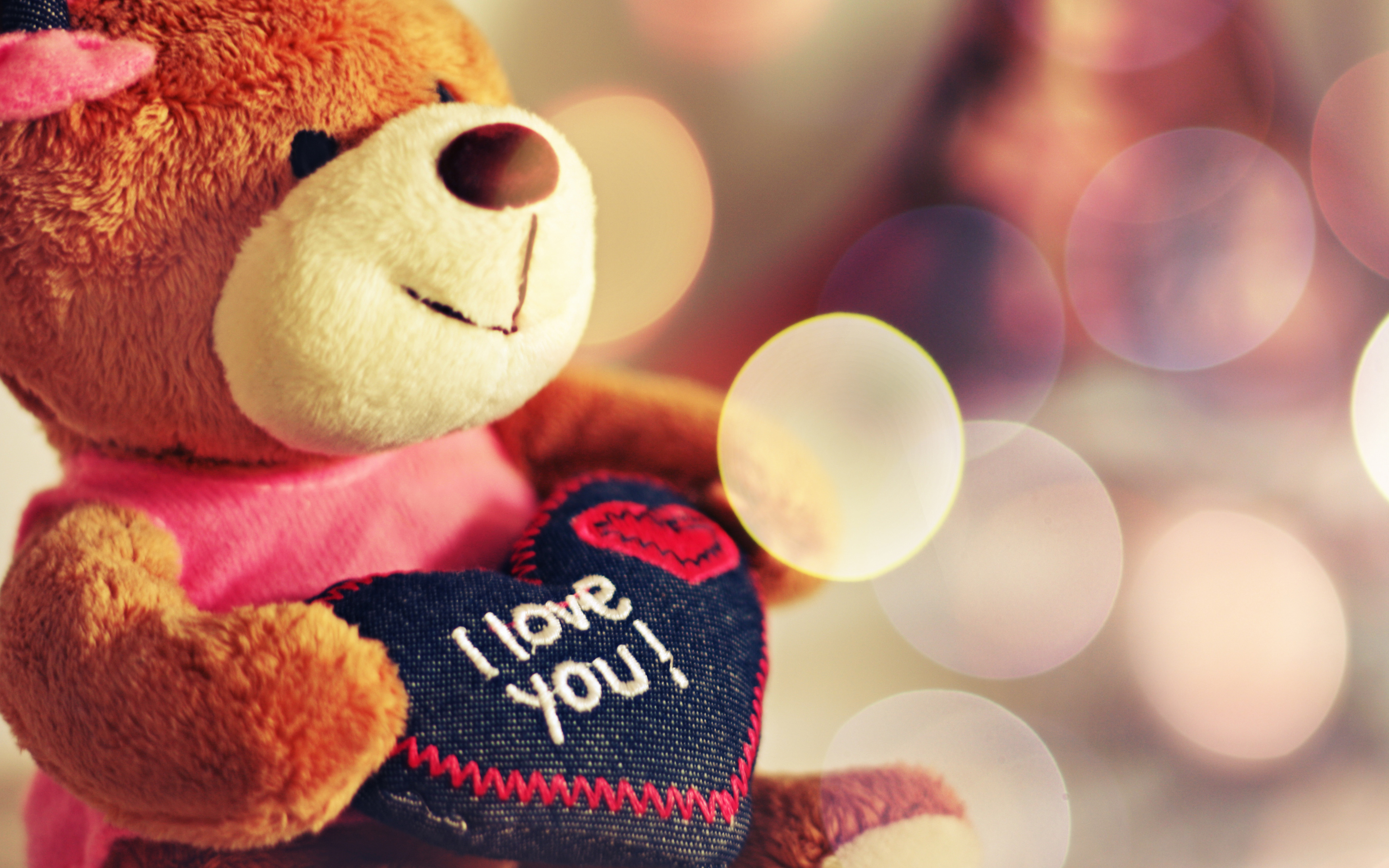 Images Of Love, Teddy Bear with a Heart 232.02 Kb