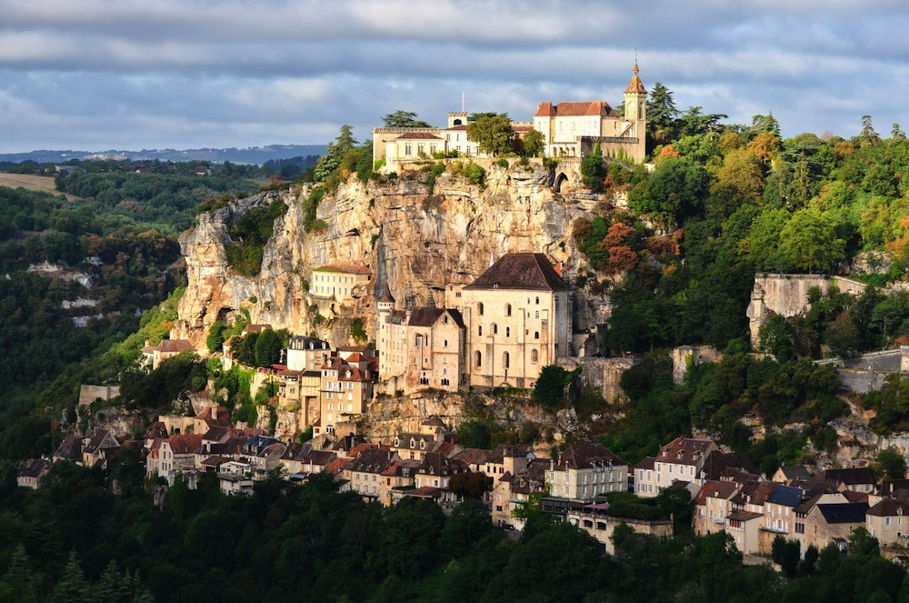 Ancient Castle on a Rock in France 346.84 Kb