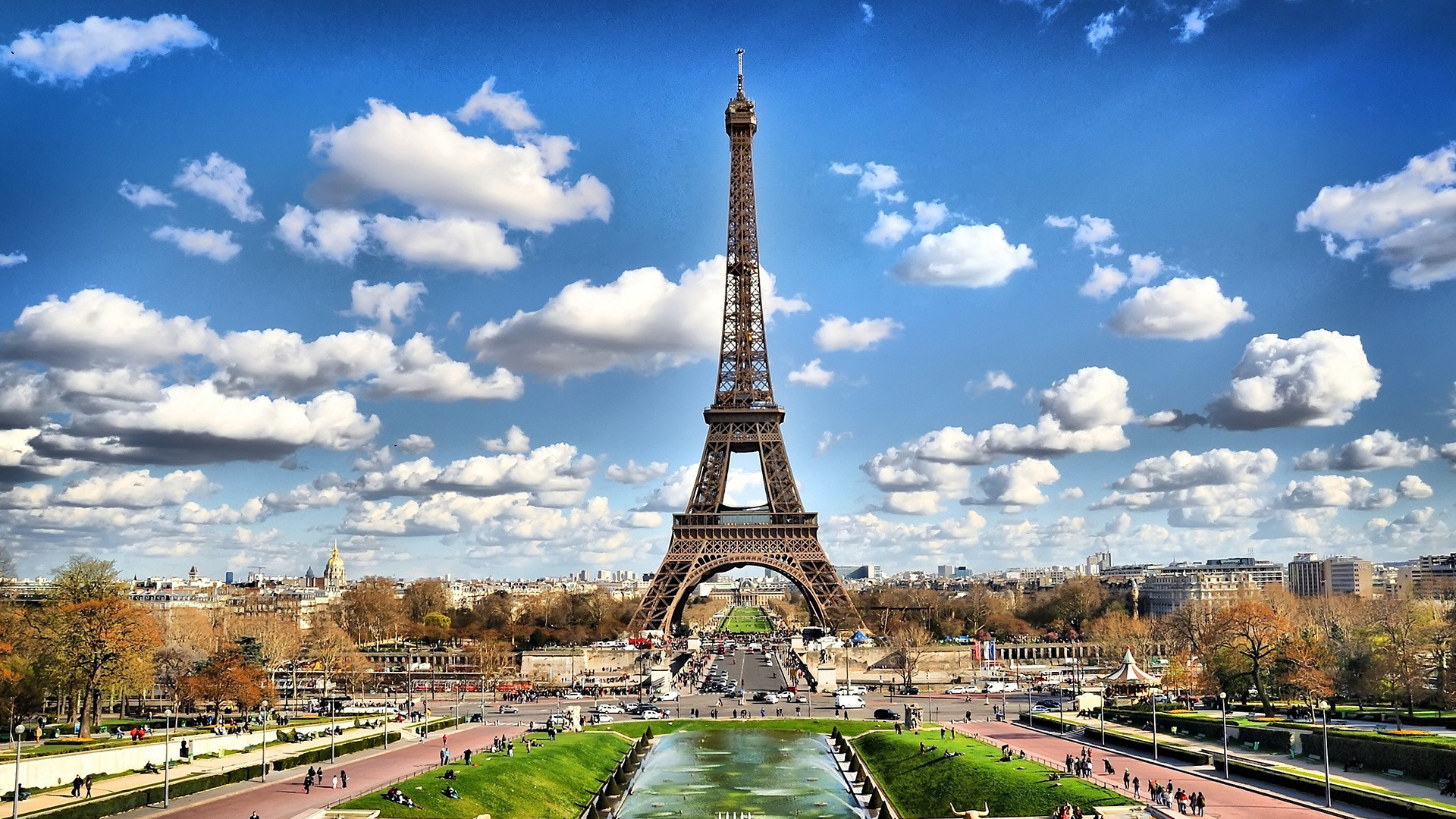 Eifel Tower in Clear Sky in France 198.88 Kb