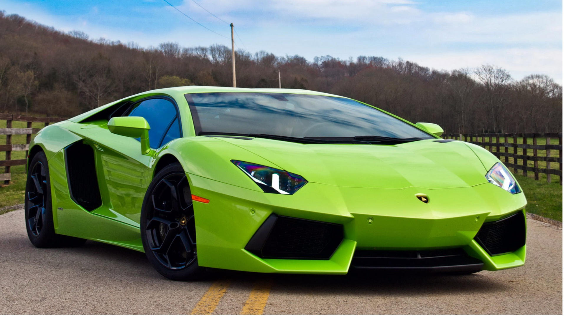Green Lamborghini Test Drive 243.51 Kb