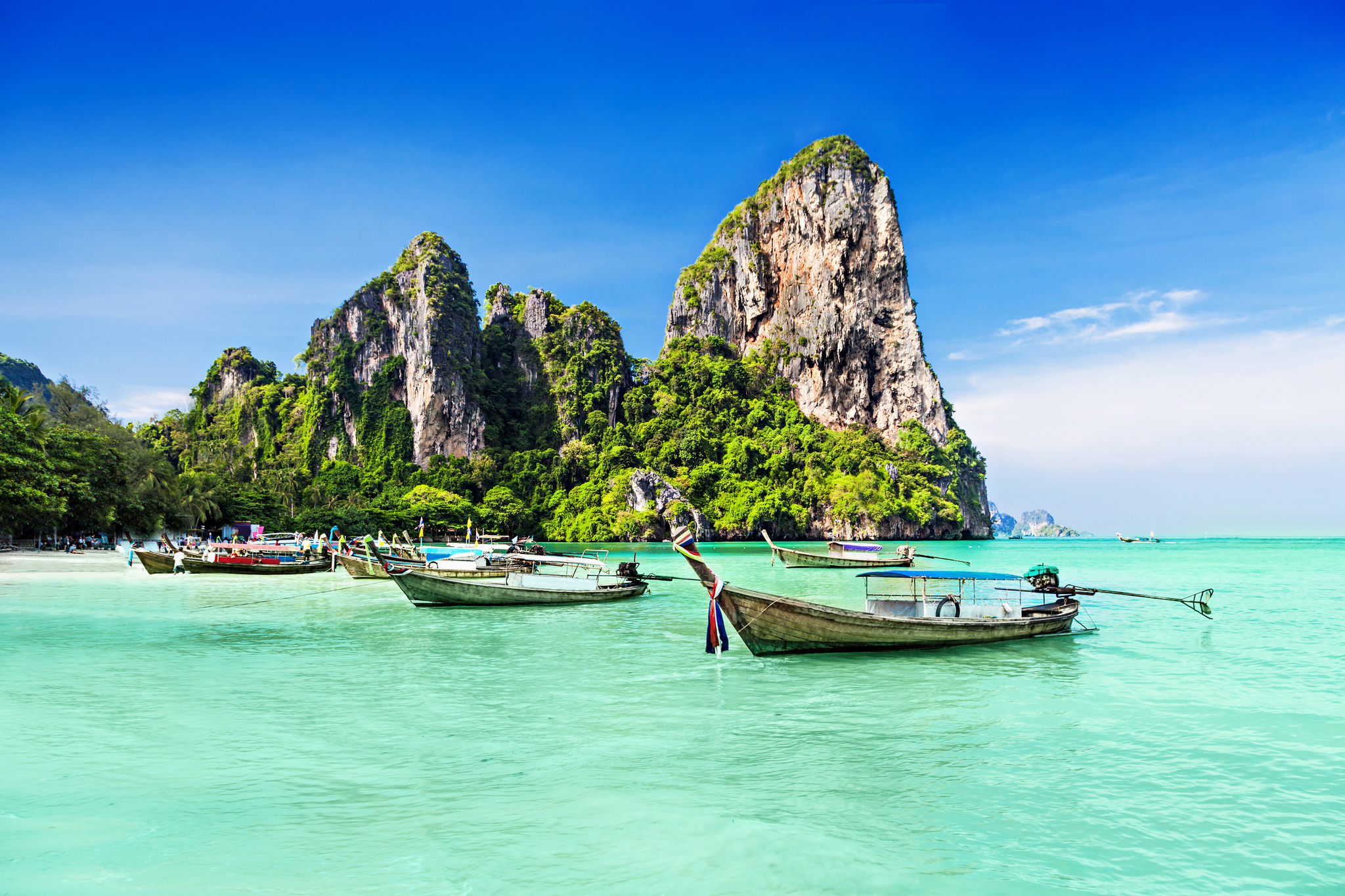 Transparent Blue Waters in Thailand 955.41 Kb