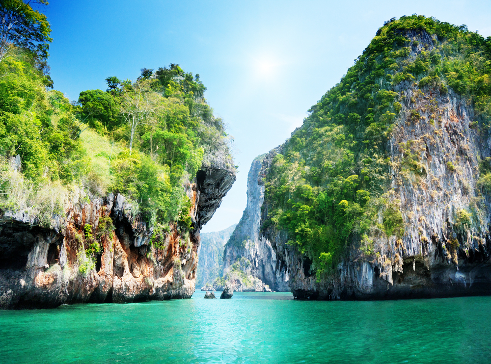 Krabi Bay in Thailand 955.41 Kb