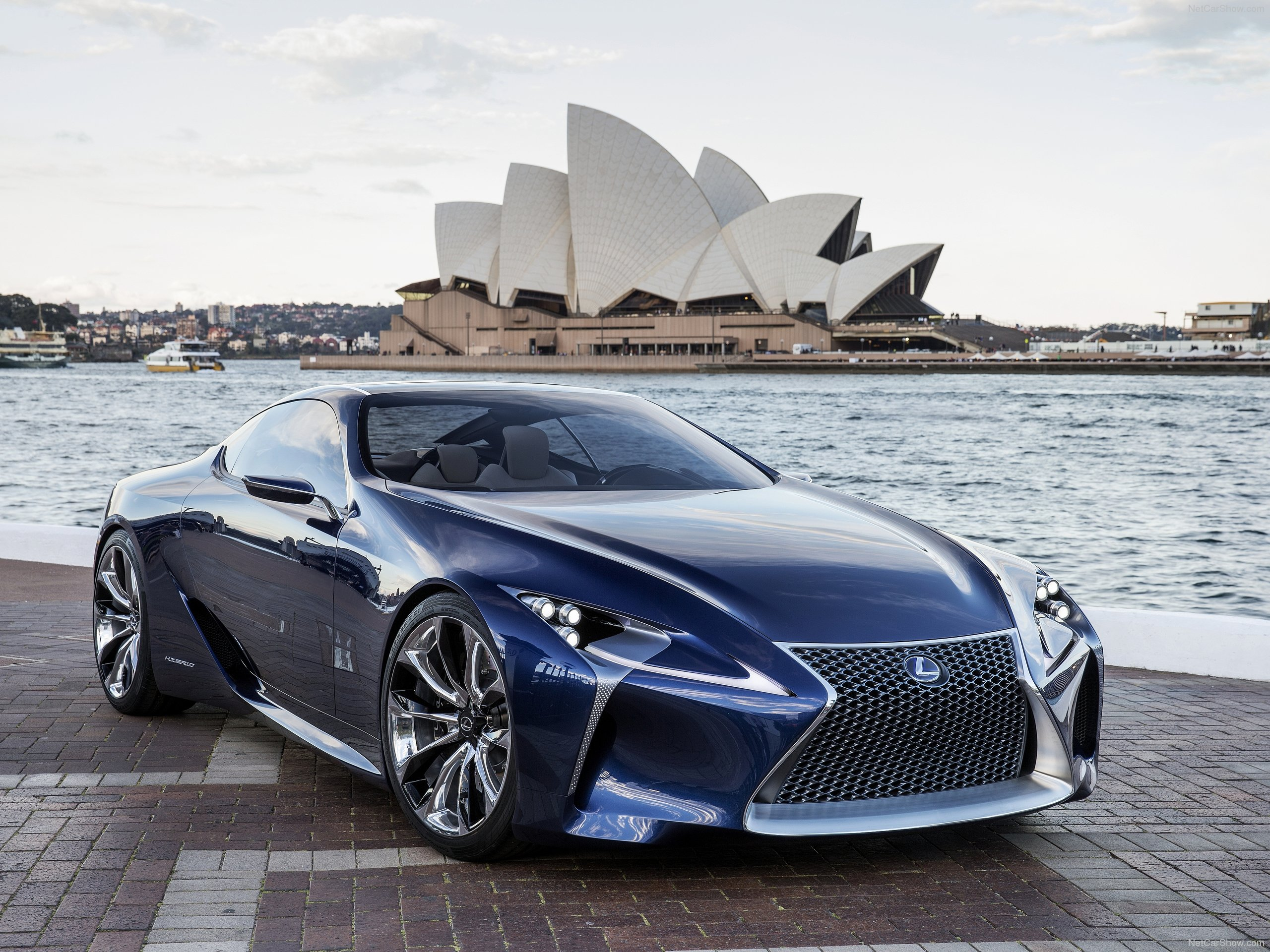 Blue Lexus in Sydney 453.65 Kb
