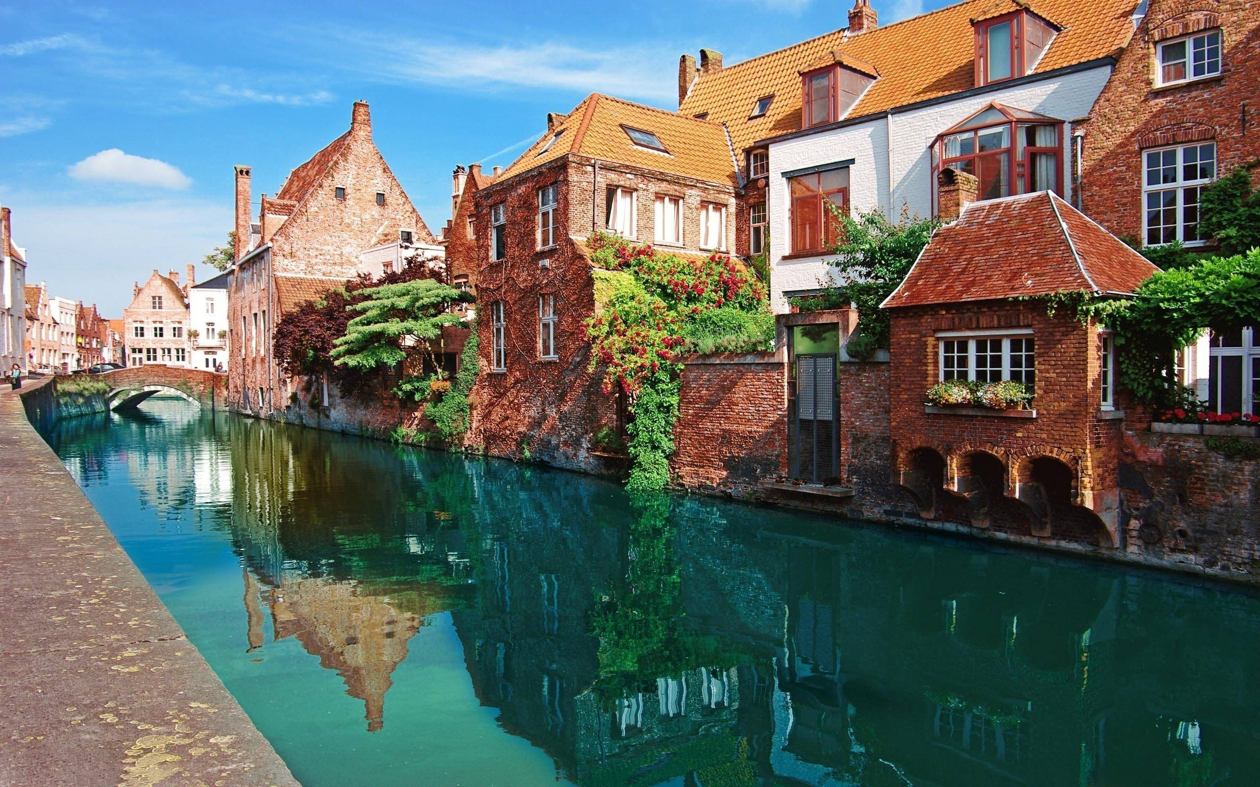 Peaceful Village Channel in Belgium 1118.11 Kb